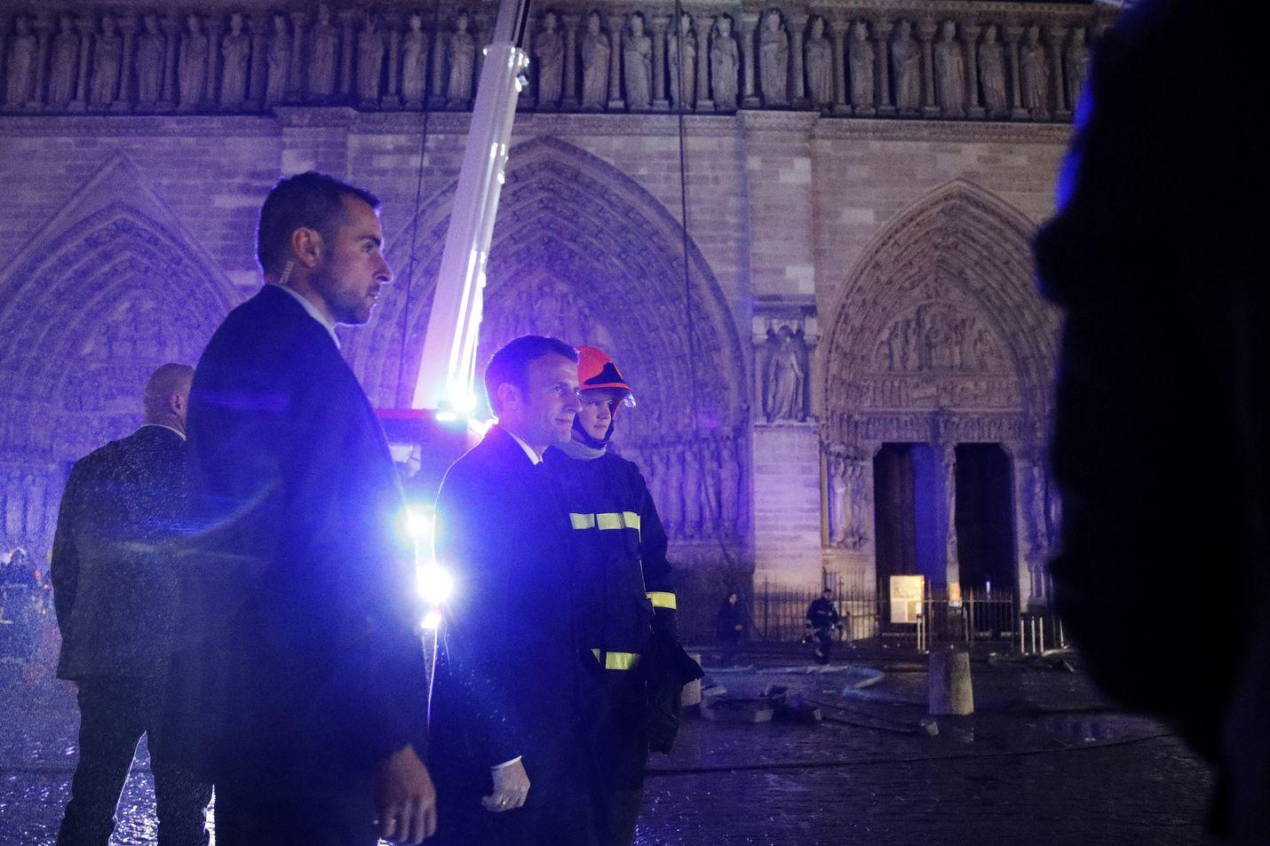 Palopaikalla vieraillut Ranskan presidentti Emmanuel Macron lupasi, että Notre Dame rakennetaan uudelleen. Hän lupasi järjestää myös varainkeruukampanjan.