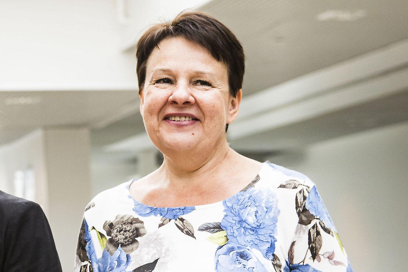 Kirsi Varhilan mukaan tulevaisuudessa suurin pula tulee olemaan hoitohenkilöstöstä.