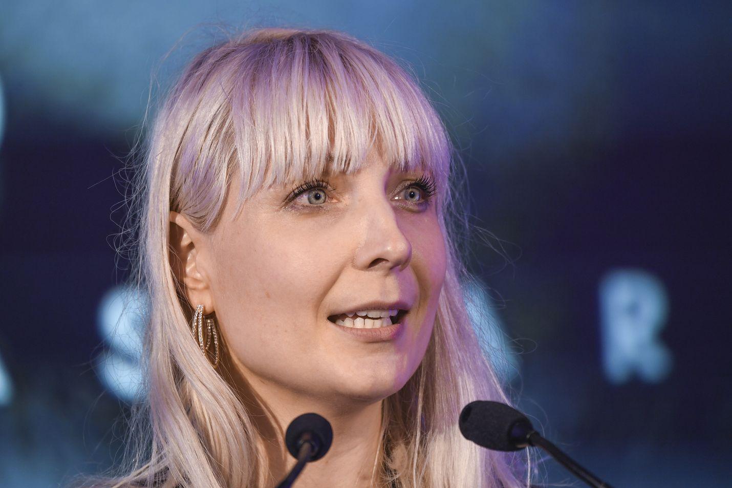 Laura Huhtasaari lähtee kisaamaan eurovaaleihin.