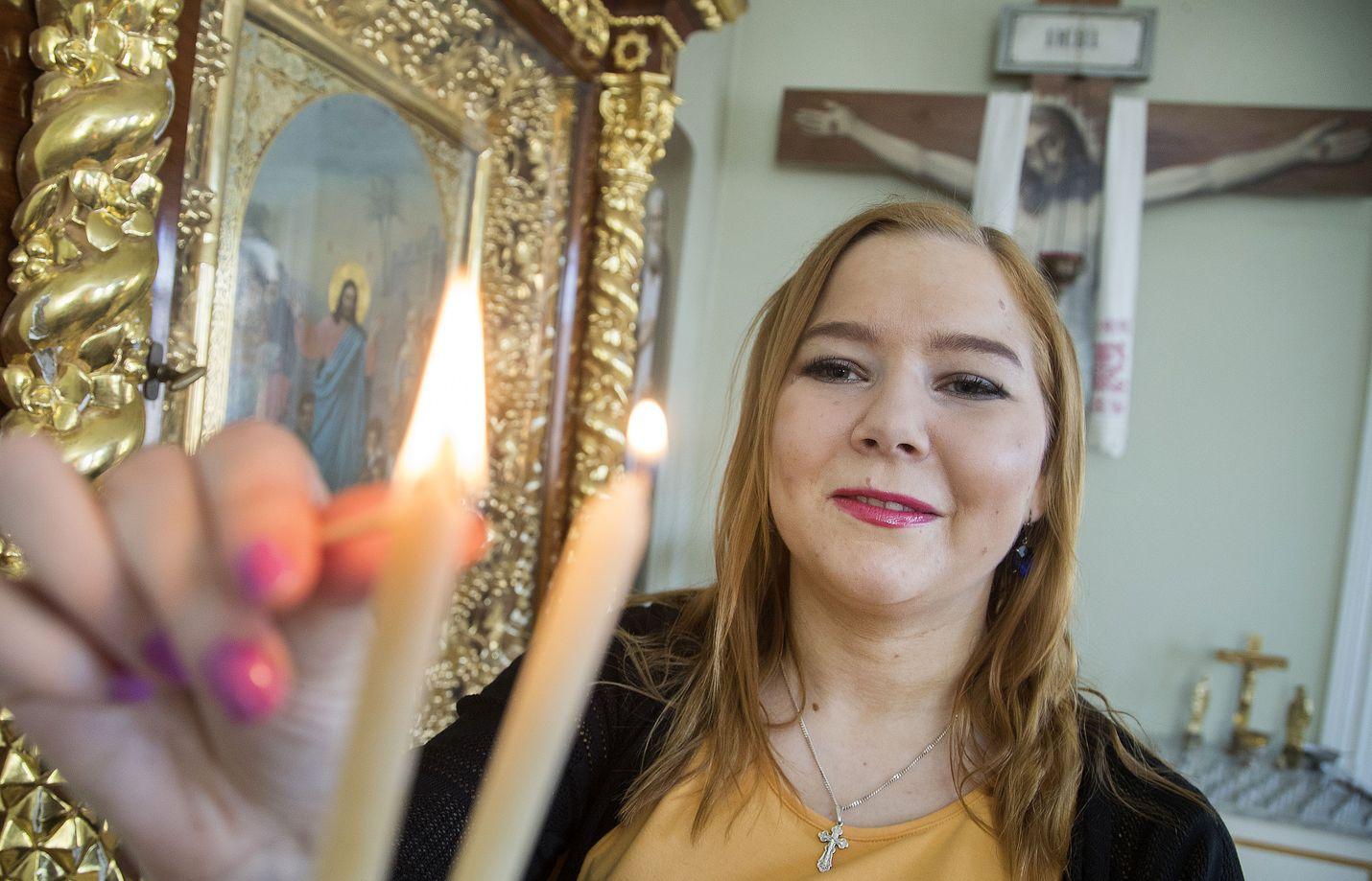 Riikka Uoti aikoo käydä kirkossa pääsiäisenä. Hän toteaa, ettei hän ole säännöllinen kirkossakävijä, vaikka pitääkin ortodoksisesta jumalanpalveluksesta.