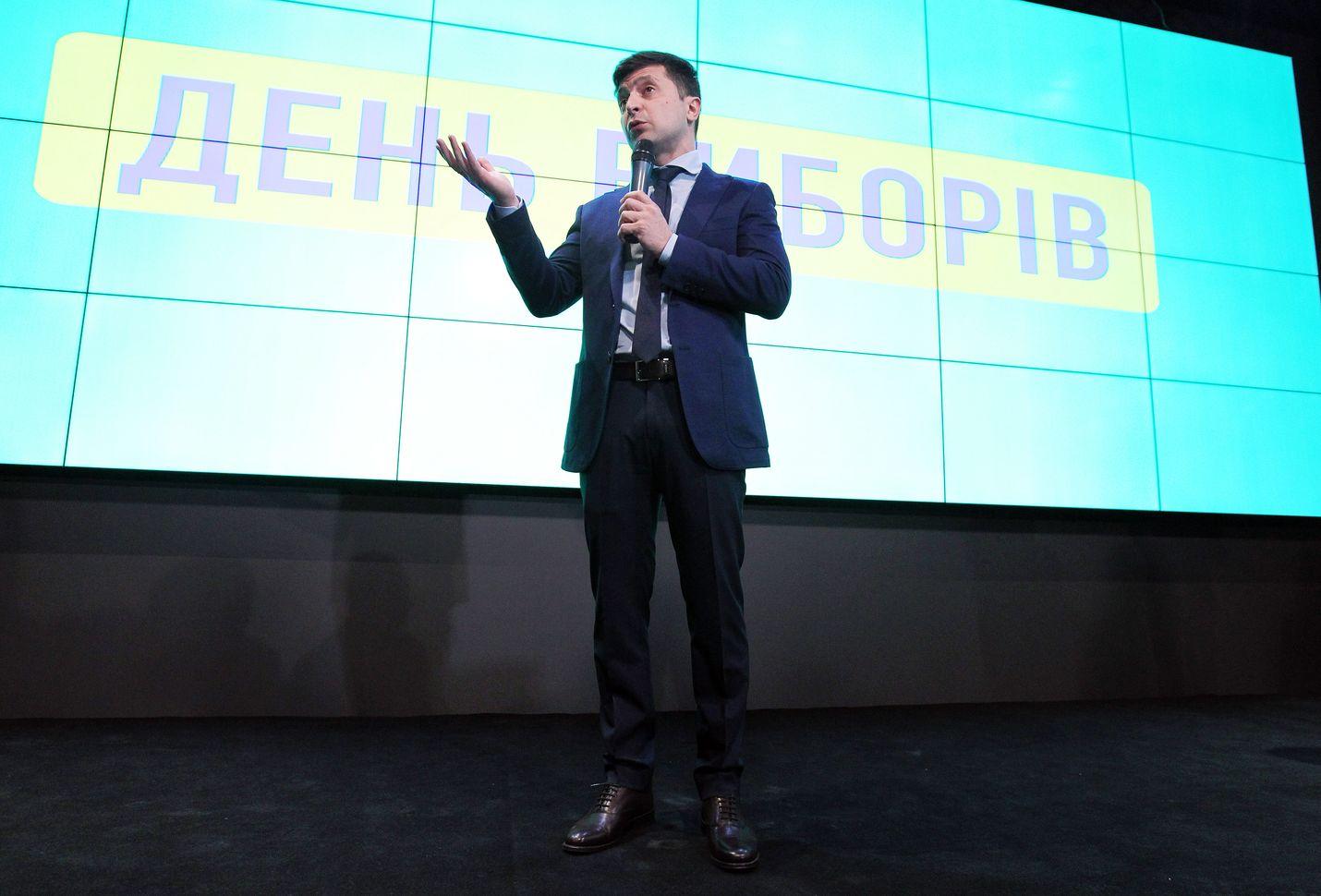 Volodymyr Zelenskyi puhui vaalivalvojaisissaan ovensuukyselyiden luvattua hänelle selvän vaalivoiton sunnuntai-iltana Kiovassa.