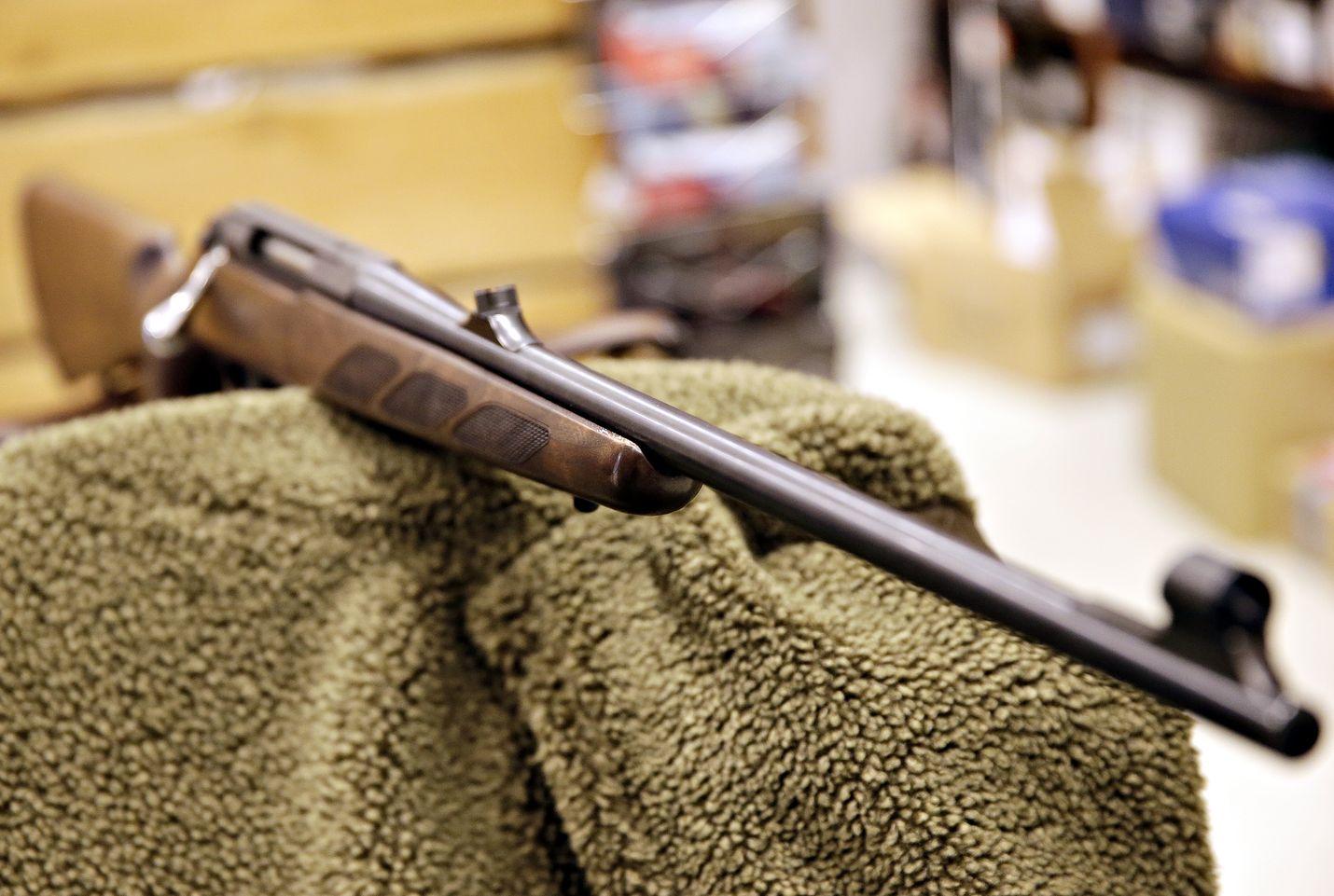 Kivääriä käytetään yleensä riistalintujen ja jäniksen metsästyksessä, mutta se soveltuu myös ketun ja metsäkauriin pyyntiin.