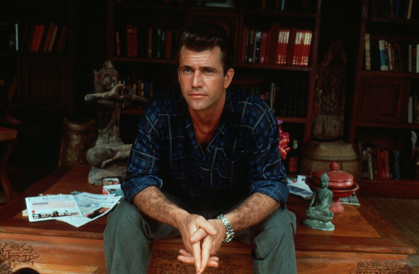 Mel Gibson on kokeneempi kollega Air America -toimintakomediassa.