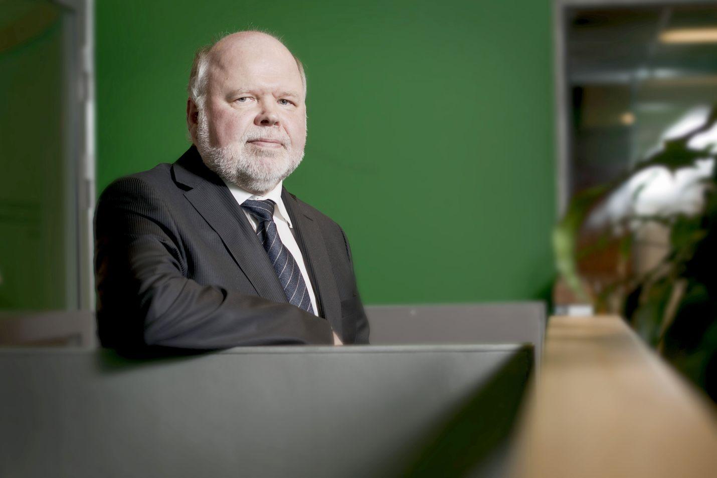 Rikosseuraamuslaitoksen pääjohtaja Esa Vesterbacka sanoo, että hänen tietojensa mukaan vankilavirkailijoita koskevissa palkkamurhauhkatilanteissa turvaamistoimet on hoidettu Risen uhkaohjeiden mukaisesti.