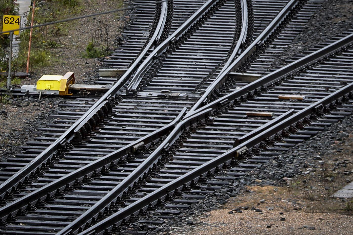 Helsingin Sanomien mukaan ratahankkeet maksaisivat nykyisten laskelmien mukaan 11,4 miljardia euroa eli jopa enemmän kuin hävittäjien uusiminen.