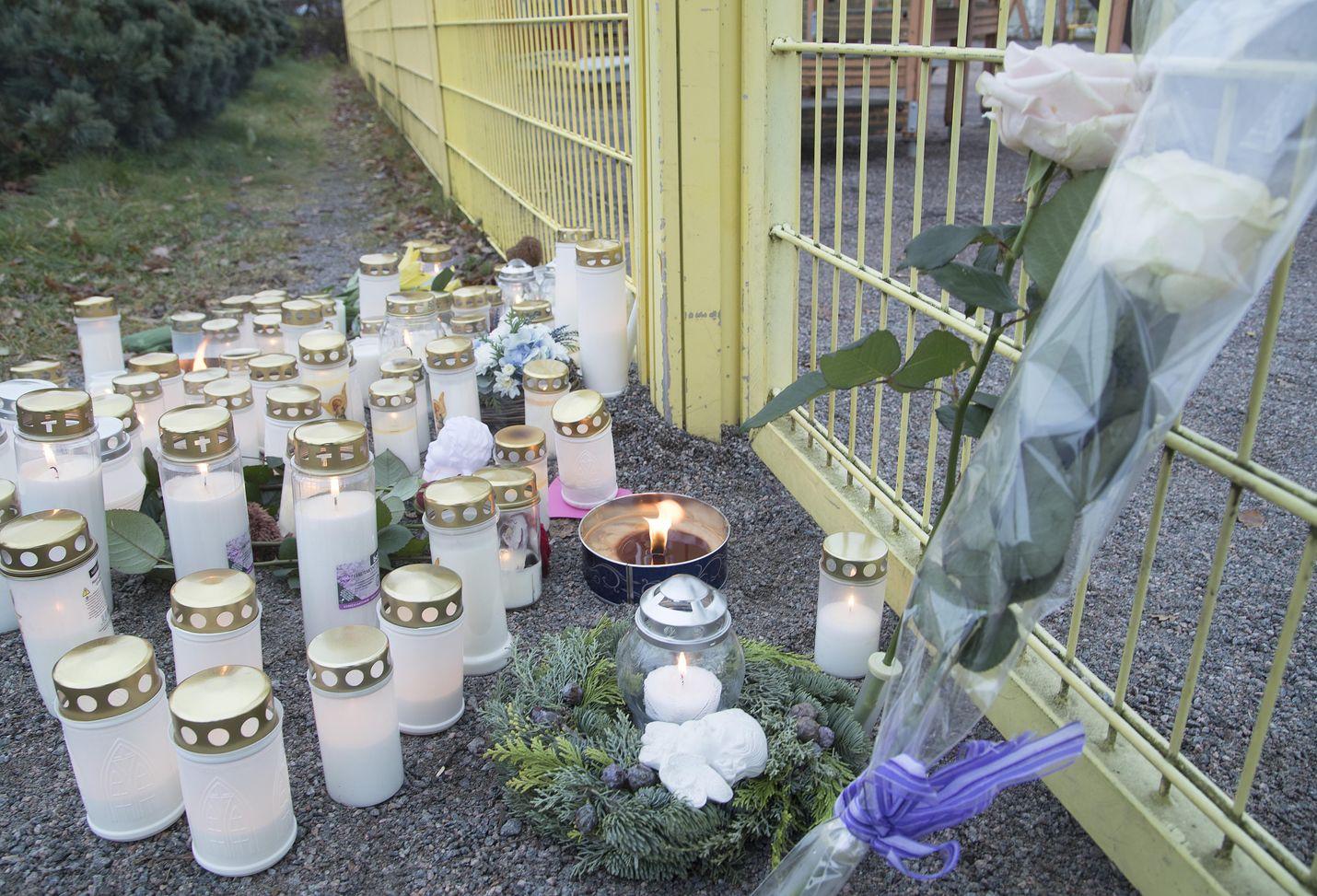 Mies puukotti lapsensa porvoolaisessa puistossa marraskuussa 2017. Tapahtumalla oli useita silminnäkijöitä, muun muassa lapsen äiti. Hovioikeus tuomitsi miehen murhasta.