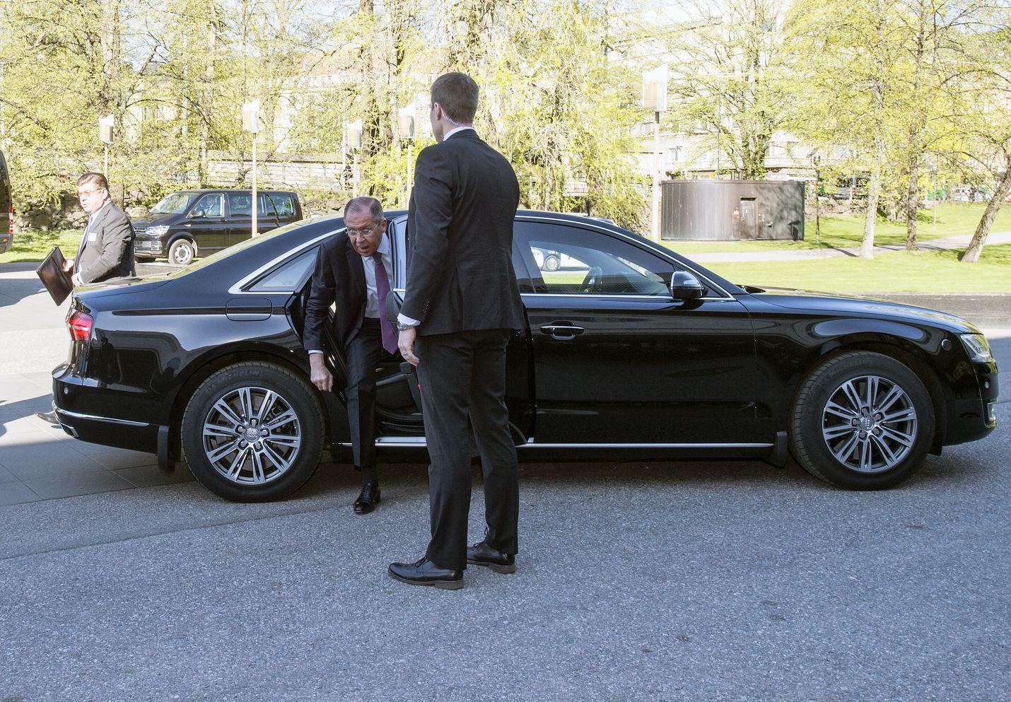 Venäjän ulkoministeri Sergei Lavrov saapui Finlandia-talolle perjantaiaamuna. Helsingin-kokouksella on merkittävä vaikutus Venäjän tulevaan rooliin Euroopan neuvostossa.