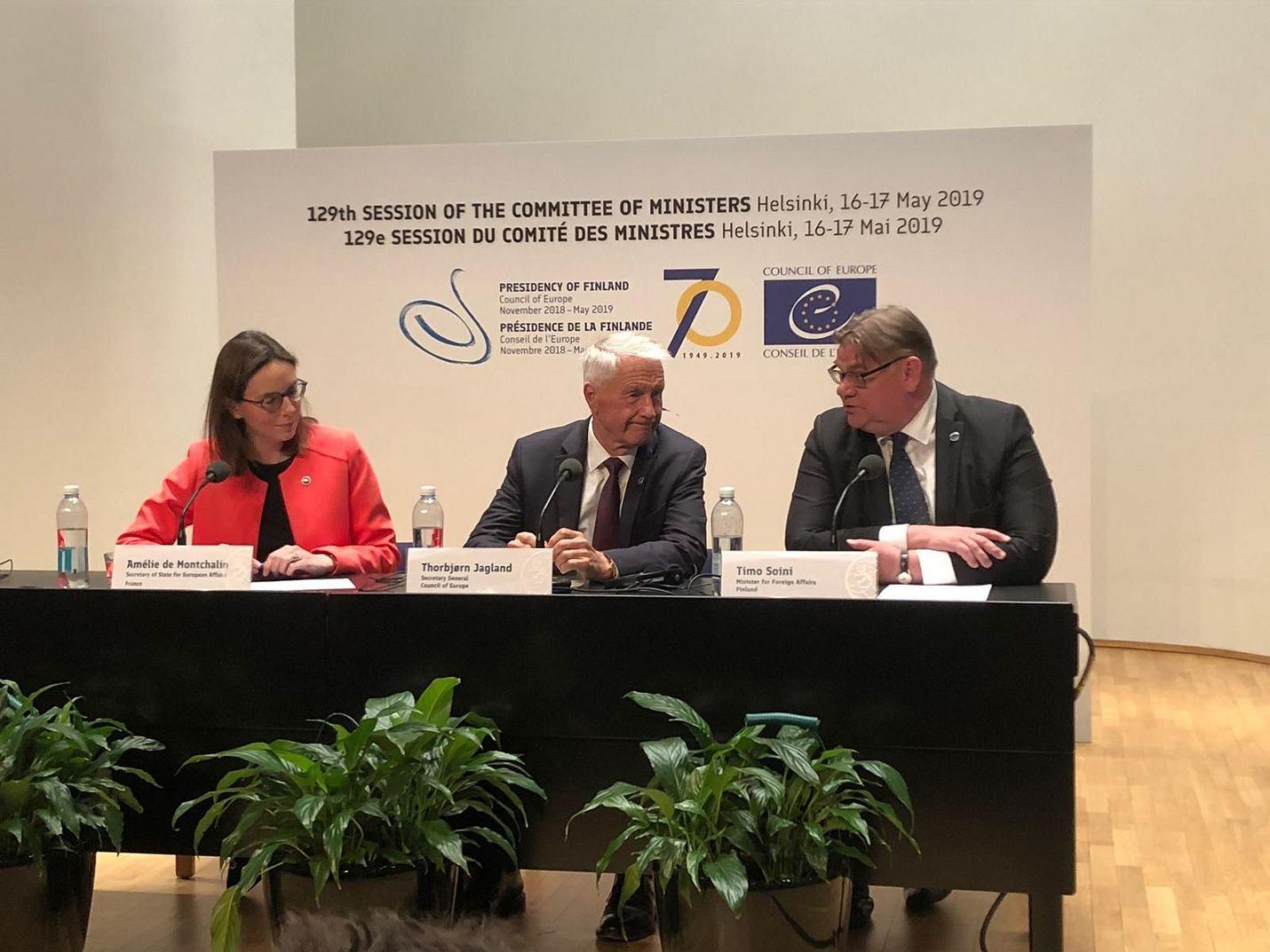 Euroopan Neuvoston seuraava puheenjohtajamaa on Ranska. Suomen ulkoministeri Timo Soini luovutti tittelin Ranskan Eurooppa-asiain valtiosihteerille