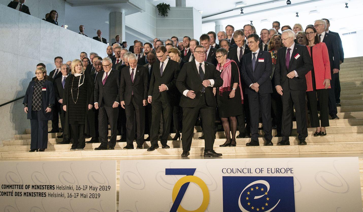 Finlandia-talossa istuttu Euroopan neuvoston kokous oli yksi sen historian suurimmista: paikalla oli yli 30 maan ulkoministerit.