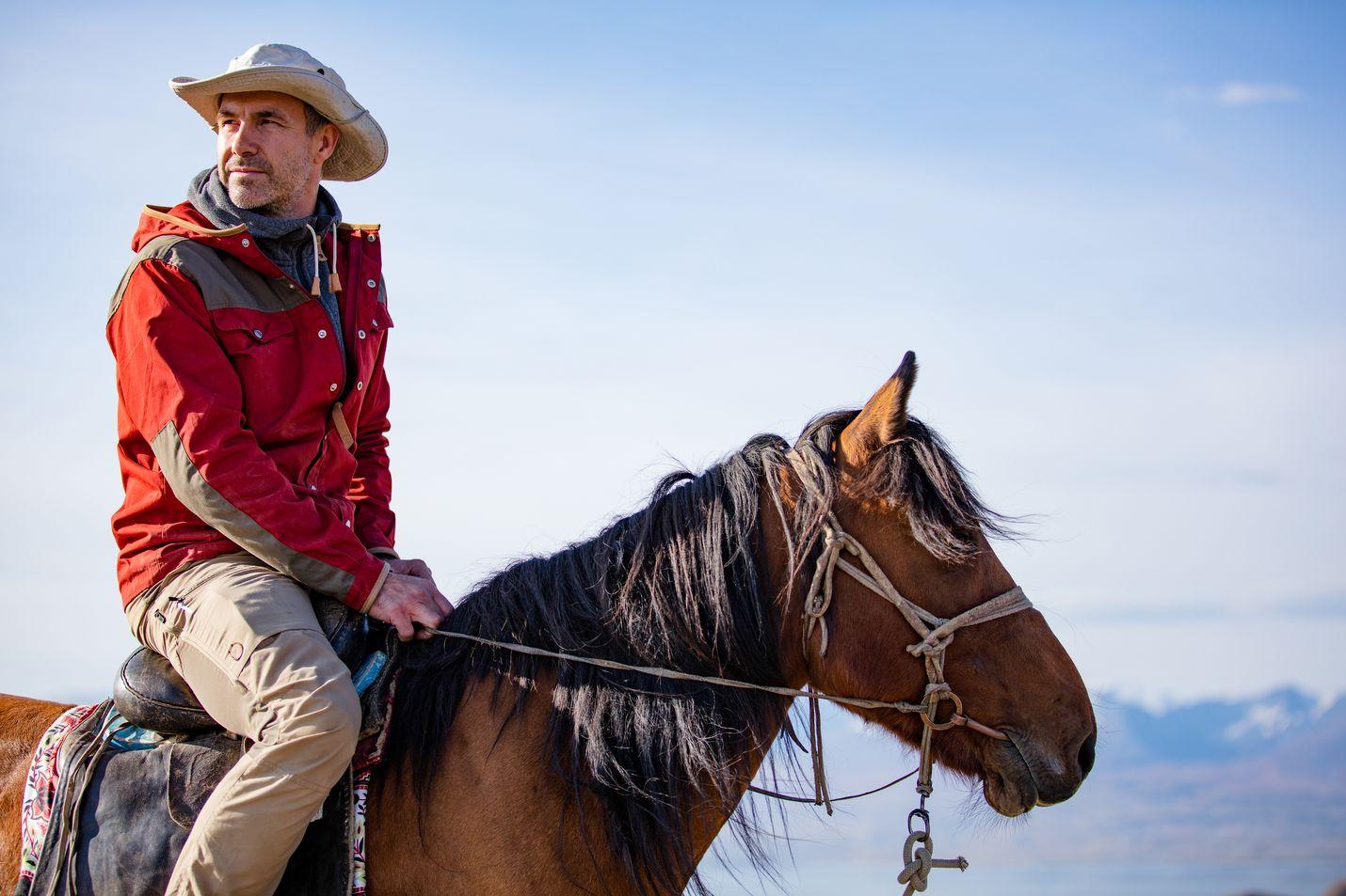 Antropologi Niobe Thompson ei peittele sitä, että hän pitää hevosista. Thompson on kirjoittanut ja ohjannut Hevosen tarina -dokumentin.