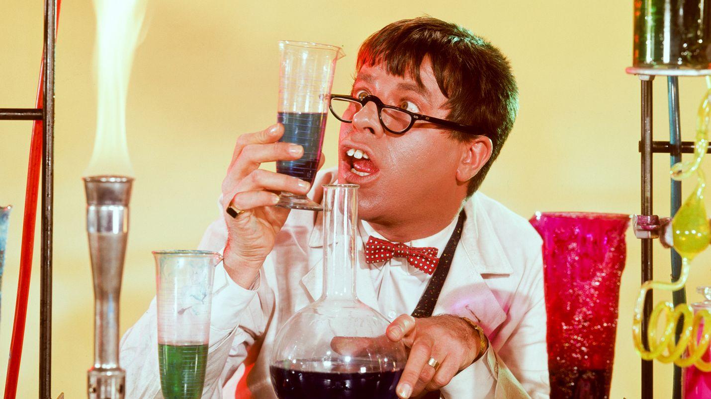 Jerry Lewisin kuuluisimpiin elokuviin lukeutuu Tohtori Jerry ja mr. Hyde - komedia. Se kertoo kemististä, jonka uusi eliksiiri tekee ujosta nörtistä sulavan hurmurin, mutta vain väliaikaisesti.