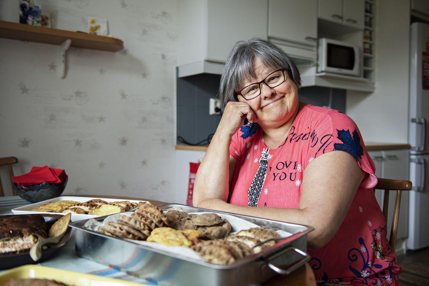 Hanna Syrjälän suosikki piirakoiden joukosta on tavallinen perunapiirakka. – Se käy ruokapöytään tai kahvin kanssa, ja sopivilla päällysteillä siitä saa sellaisenaankin pienen aterian, hän sanoo.