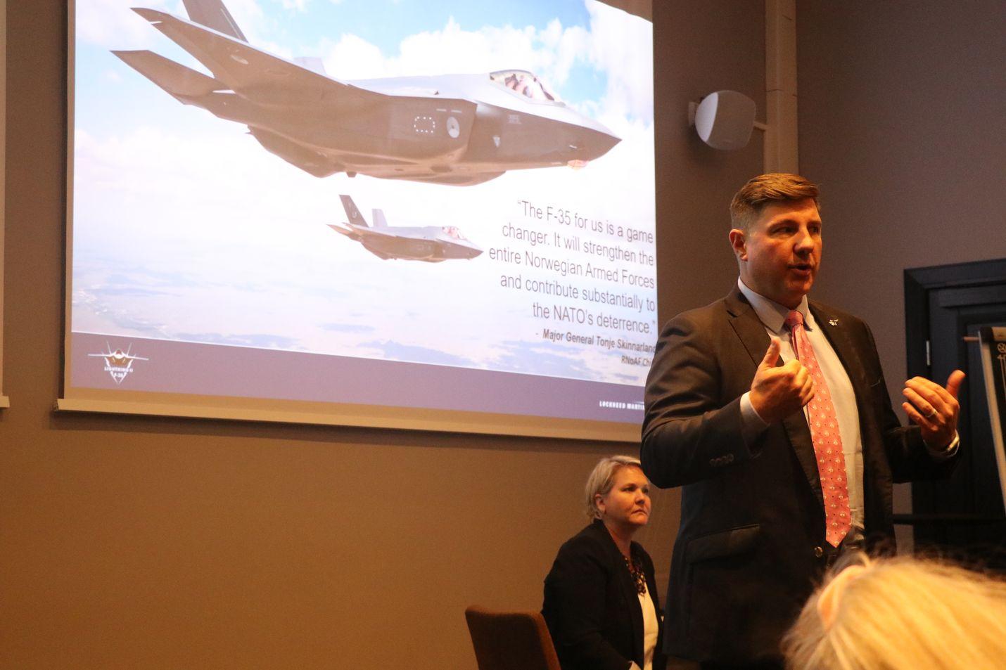 Olemme saanet valmistamiskustannukset painettua jo nyt alle 90 miljoonan euroon yhdeltä koneelta. Se on hyvä uutinen myös Suomen HX-hankkeelle, Lockheed Martinin Suomen myynnistä vastaava Mark Pranke sanoo.