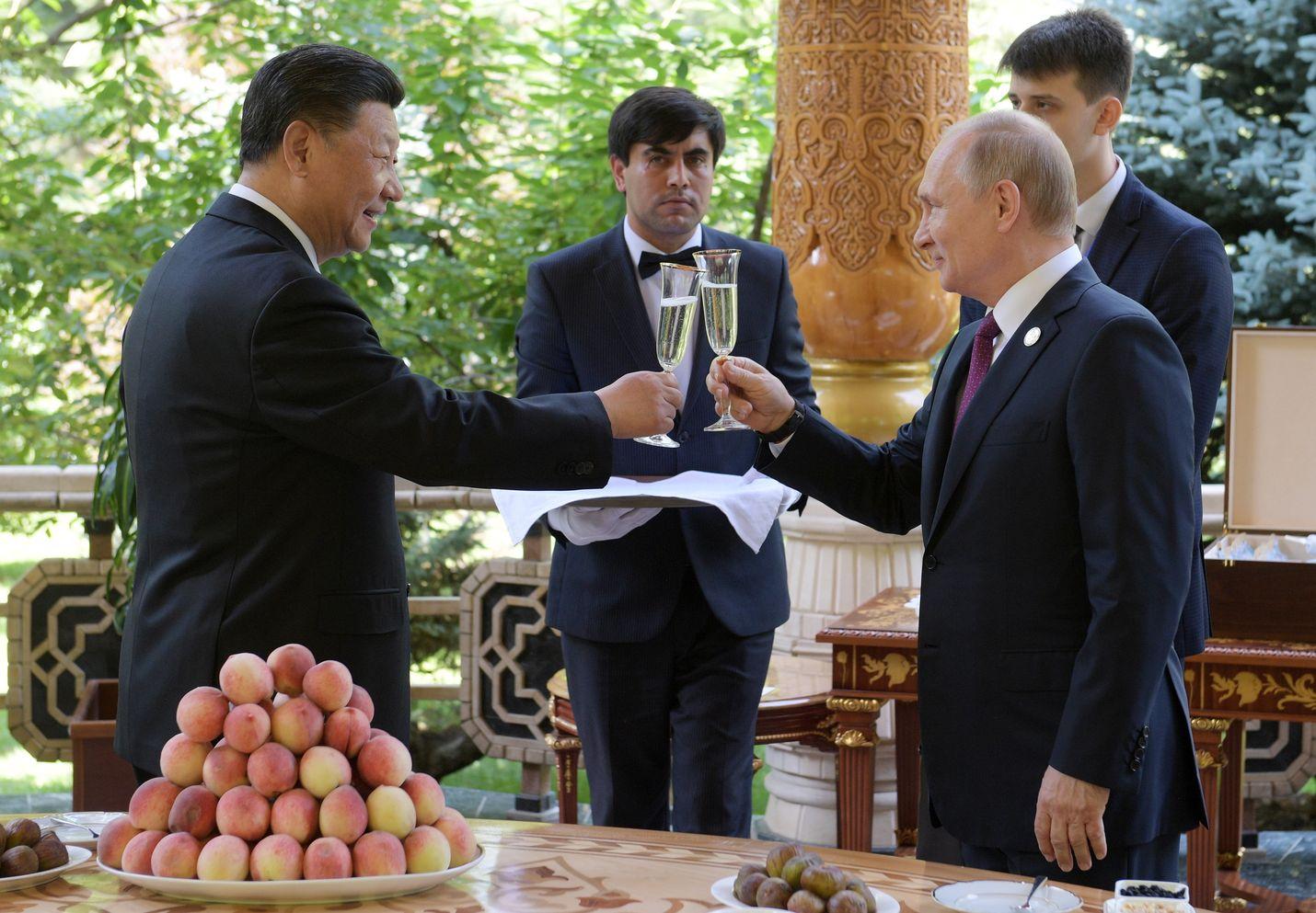 Kiinan presidentti Xi Jinping ja Venäjän presidentti Vladimir Putin kohottivat lauantaina maljat Xin 66-vuotispäivän kunniaksi.