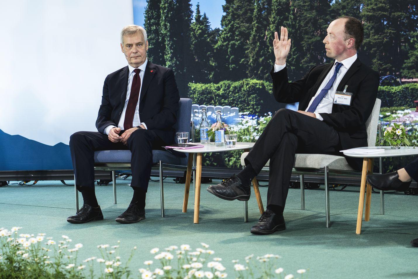 Pääministeri Antti Rinne ja oppositiojohtaja Jussi Halla-aho kiistelivät siitä, kuinka väljää tai tiukka rajavalvontaa Euroopassa pitäisi olla.