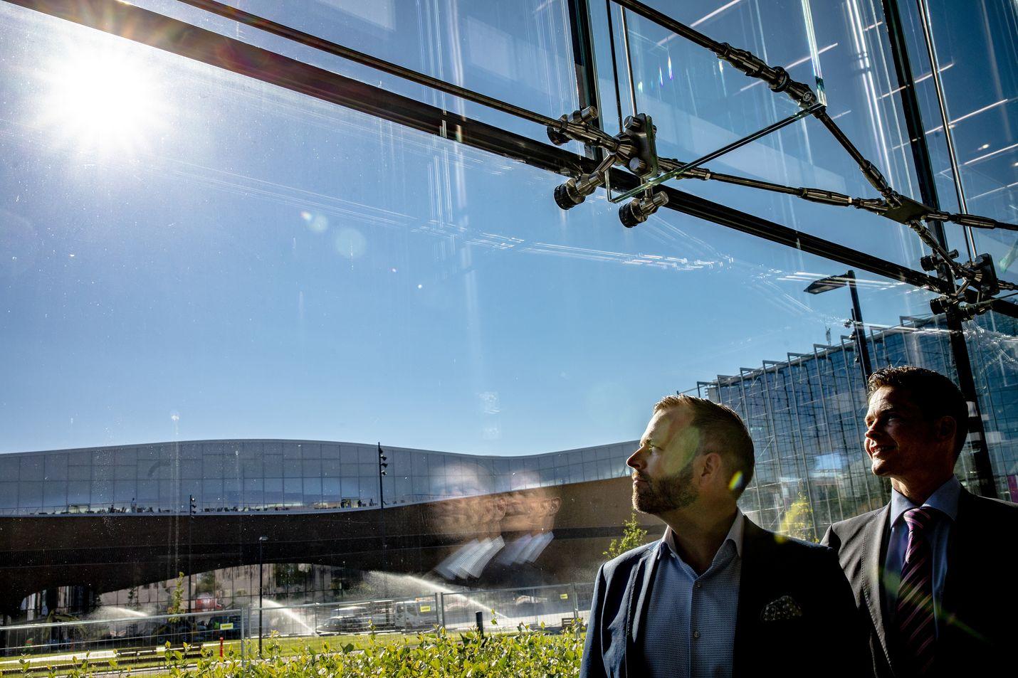 Tulevan hotellin johtaja Andreas Lindqvist (vas.) ja konseptin lanseeranneen SSA Groupin hallituksen puheenjohtaja Janne Riihimäki uskovat liikematkailijoiden ja yritysten tarpeet entistä paremmin huomioivalle konseptille olevan kysyntää.