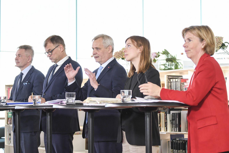 Hallitusohjelma julkistettiin Helsingissä Oodissa. Nyt ministerit jatkavat muihin kirjastoihin kertomaan ohjelmasta.