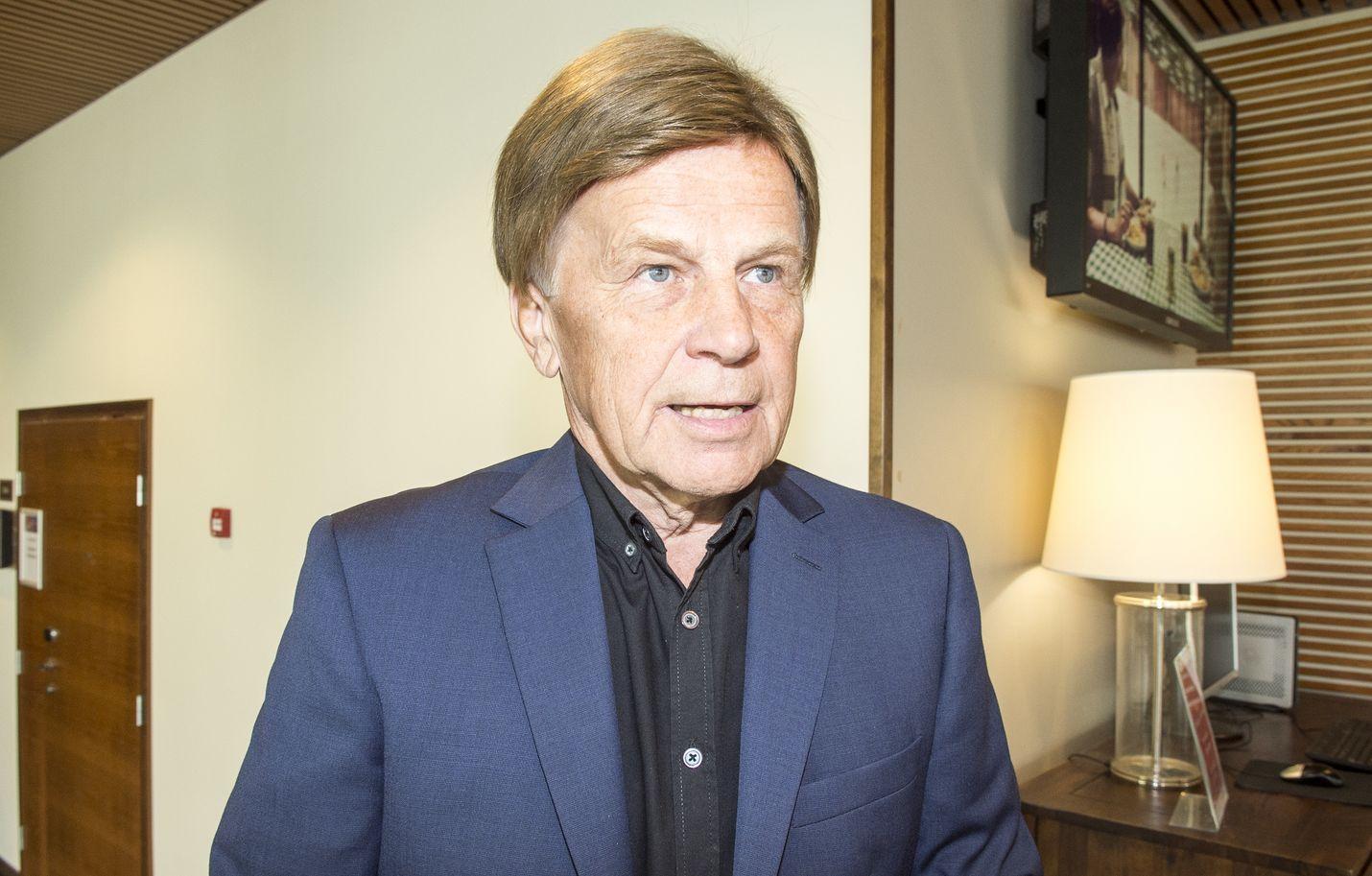 Tuore meppi Mauri Pekkarinen on kutsunut mediassa itseään keltanokaksi ja päivitellyt parlamentin byrokraattisuutta.