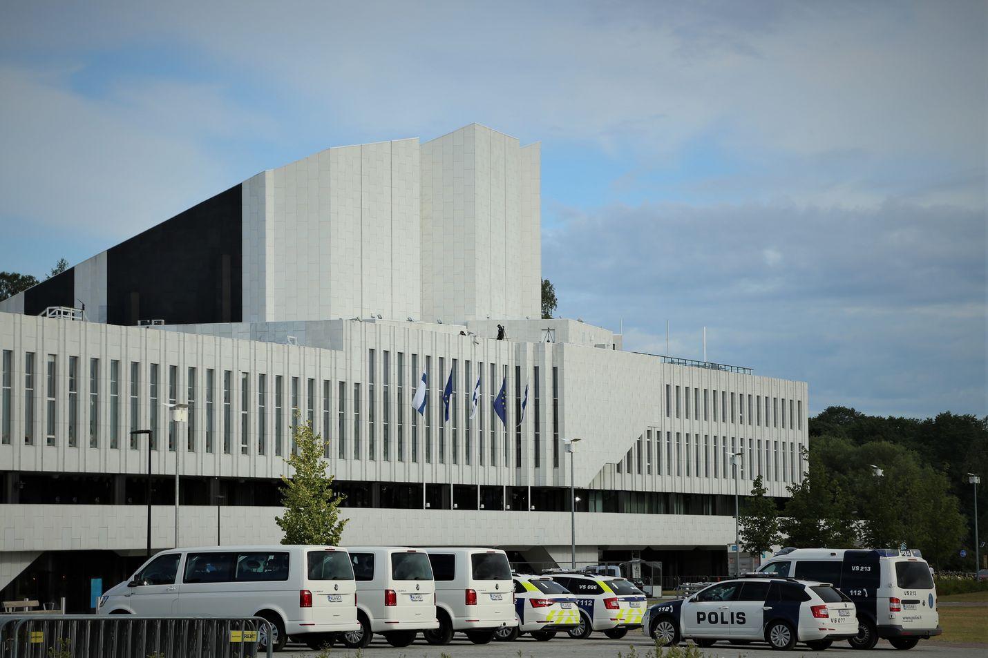 EU-puheenjohtajuuskaudella järjestettävät epäviralliset ministerikokoukset järjestetään Finlandia-talossa. Poliisi suojasi aluetta viime viikolla, kun EU-maiden ympäristöministerit vierailivat Suomessa.