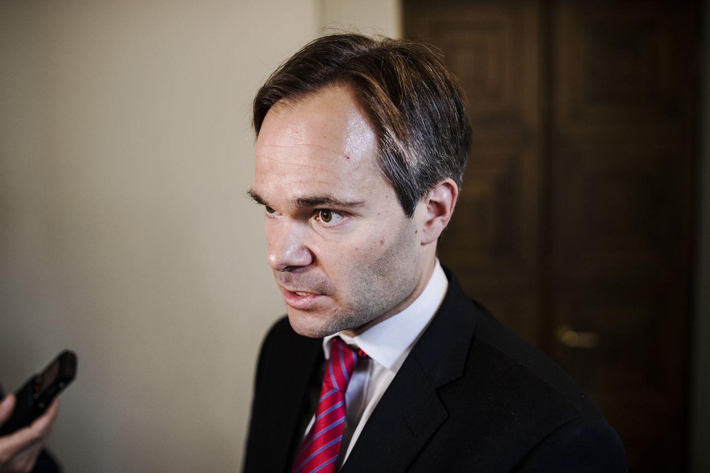 Kokoomuksen eduskuntaryhmän puheenjohtaja Kai Mykkänen sanoo, ettei kokoomus ole puolueena käynyt sellaisia neuvotteluita, joissa hallitusta olisi lähdetty rakentamaan perussuomalaisten johdolla.