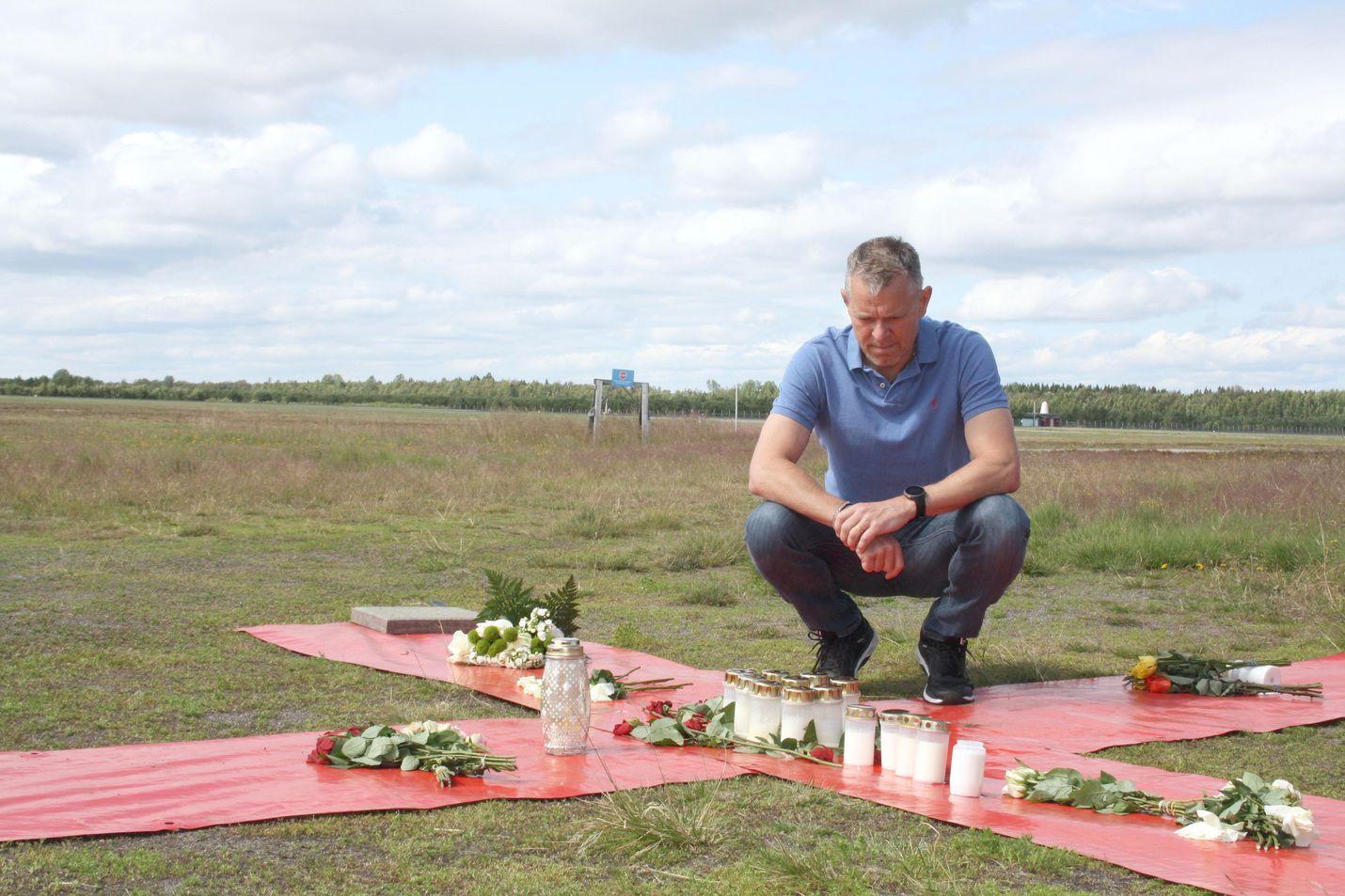 Johan Hellström tunsi hyvin kaikki sunnuntain lentoturmassa kuolleet. Osaa hän oli opettanut ja osan kanssa hän oli kilpaillut yhdessä muodostelmahypyssä.