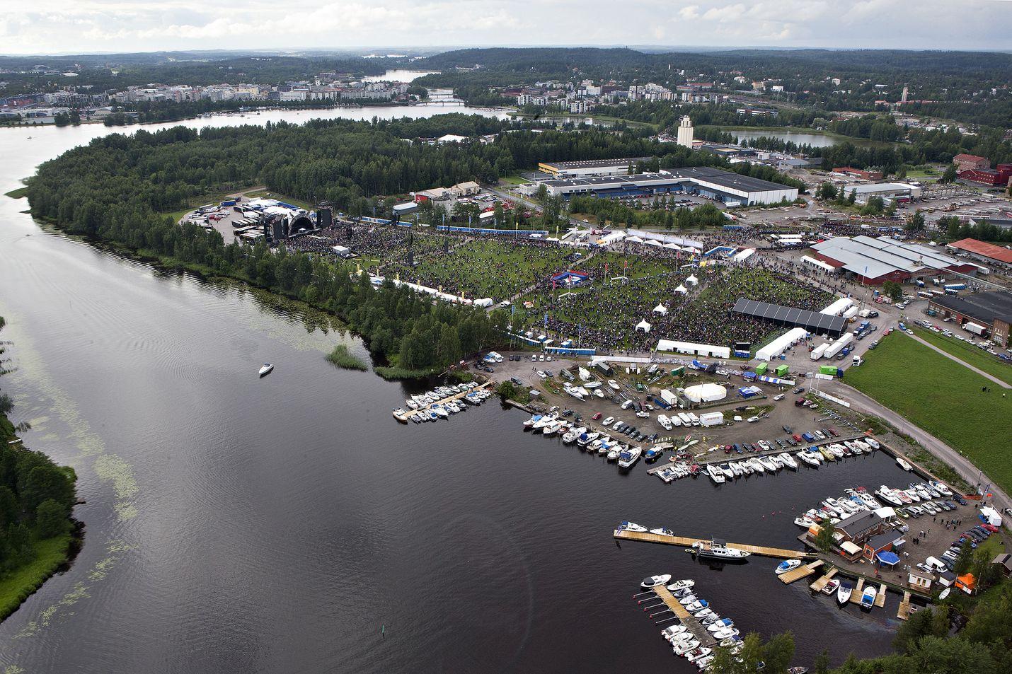 Kantolan tapahtumapuisto on yksi Helsingin ulkopuolisista keikka-areenoista. Avausvuonna 2015 AC/DC veti alueelle 55 000 katsojaa. Suuria konsertteja on järjestetty myös muualla Suomessa, esimerkiksi Porin Kirjurinluodossa.