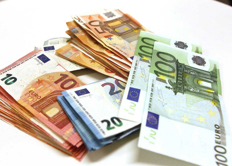 Euroon suhtautuu myönteisesti suurempi osa väestöstä kuin koskaan aiemmin, kertoo kyselytutkimus.