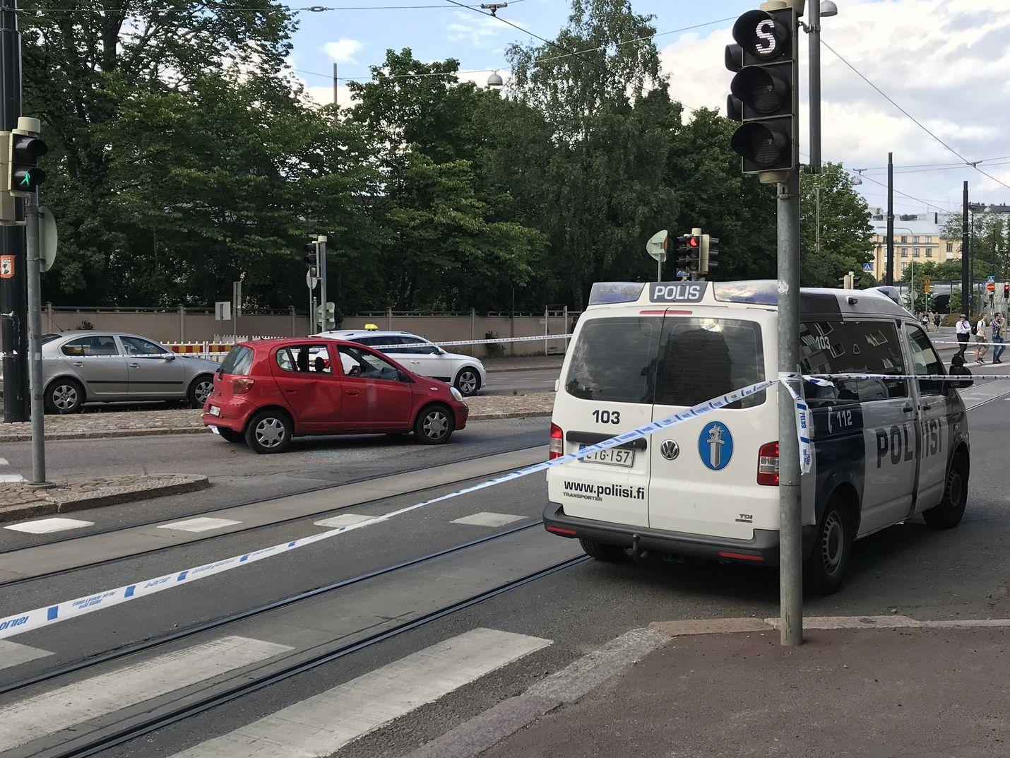 Helsingin keskustassa sattuneessa ampumavälikohtauksessa on loukkaantunut kaksi henkilöä.