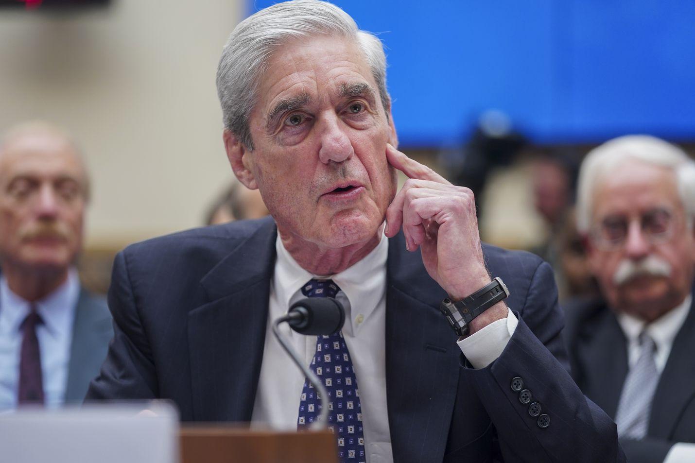 Yhdysvaltain puolueet pyrkivät saamaan Robert Muellerin esiintymisestä kongressissa keskiviikkona vahvistusta omille näkemyksilleen.