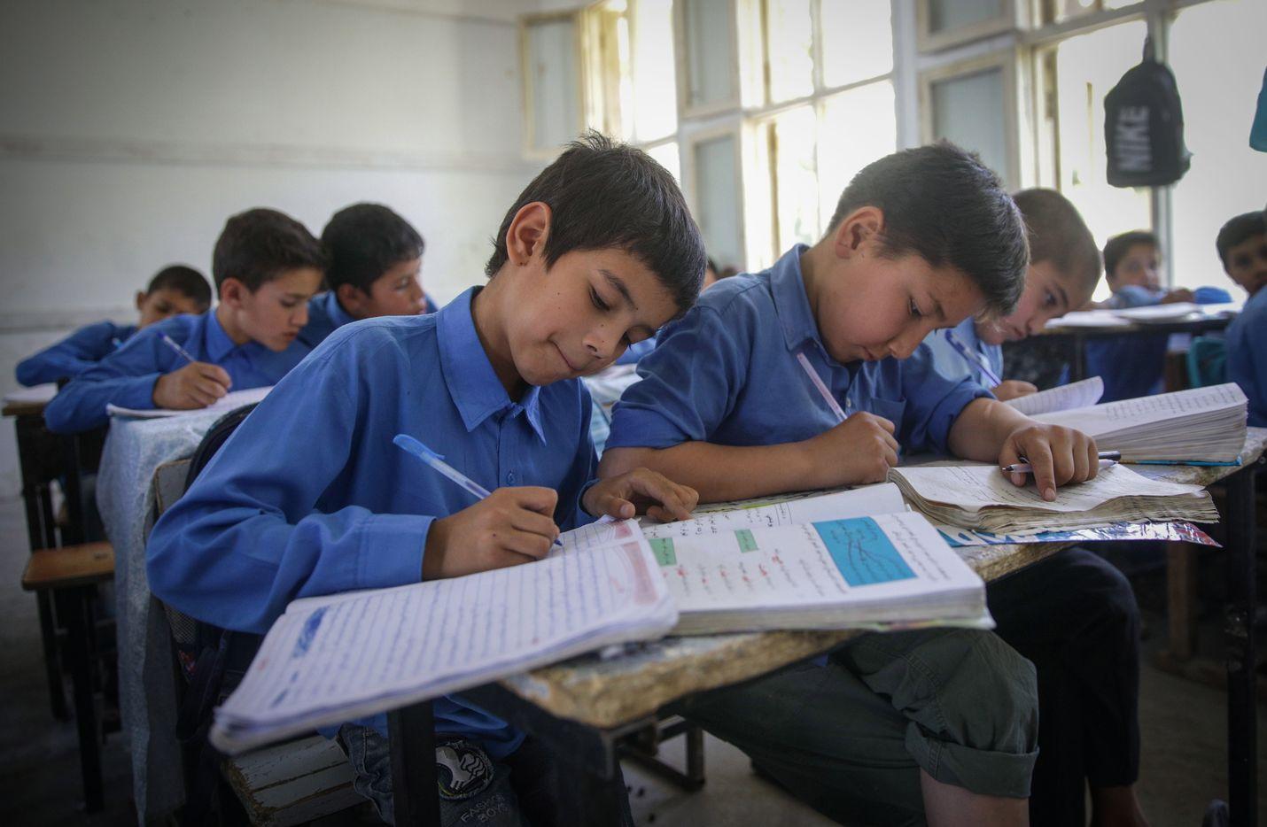 Koulutushankkeen aikana Afganistaniin rakennettiin yli 8 000 uutta luokkahuonetta.