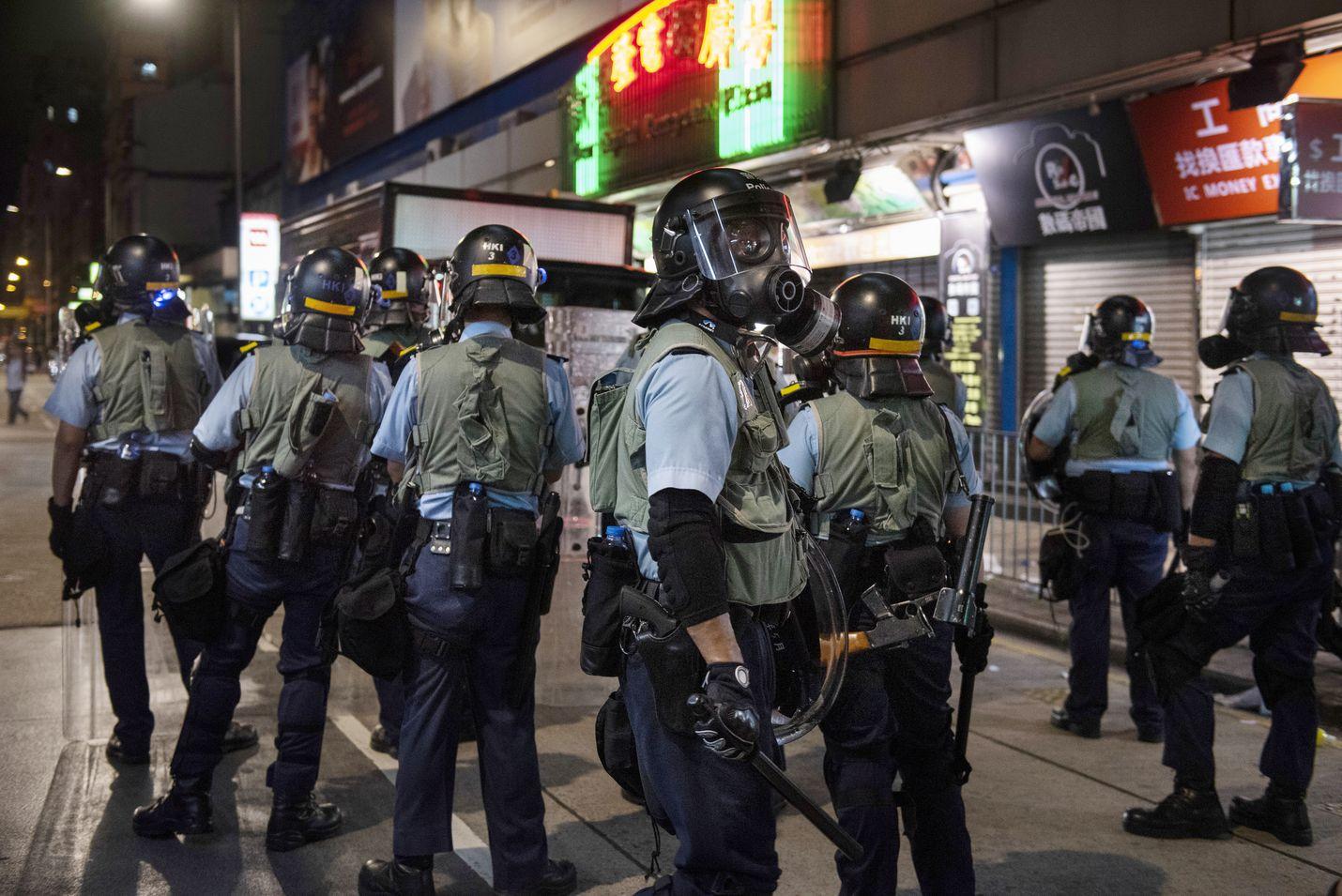Tiistain ja keskiviikon välisenä yönä mielenosoittajat ottivat yhteen mellakkapoliisin kanssa Hongkongin kaupungissa Sham Shui Possa.