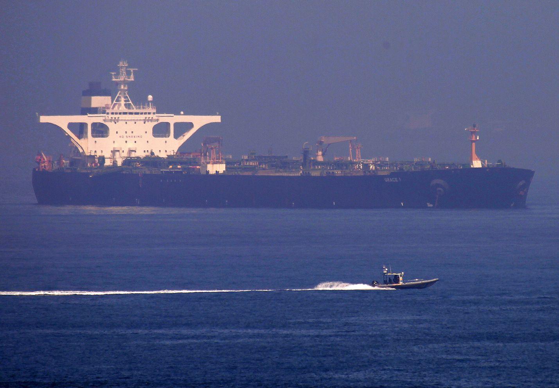 Britannian kommandot ottivat Iranin lipun alla seilaavan tankkerialuksen haltuunsa Välimerellä Gibraltarin edustalla heinäkuun alussa. Tankkerin epäiltiin vievän öljyä Syyriaan, mikä on vastoin EU-maiden asettamia pakotteita.