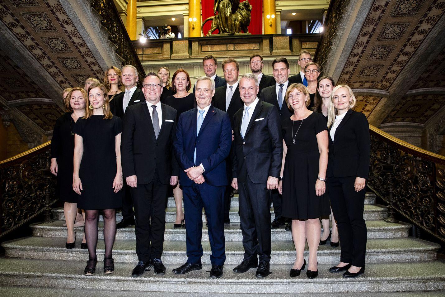 Ministereiden, heidän valtiosihteeriensä ja erityisavustajien palkkaukseen varataan ensi vuonna 11,5 miljoonaa euroa.