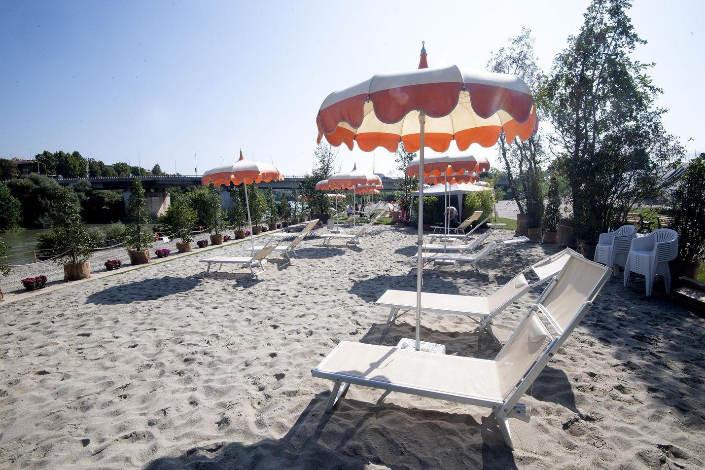 Roomassa Tiberjoen rannalle avattiin vuosi sitten keinotekoinen hiekkaranta.