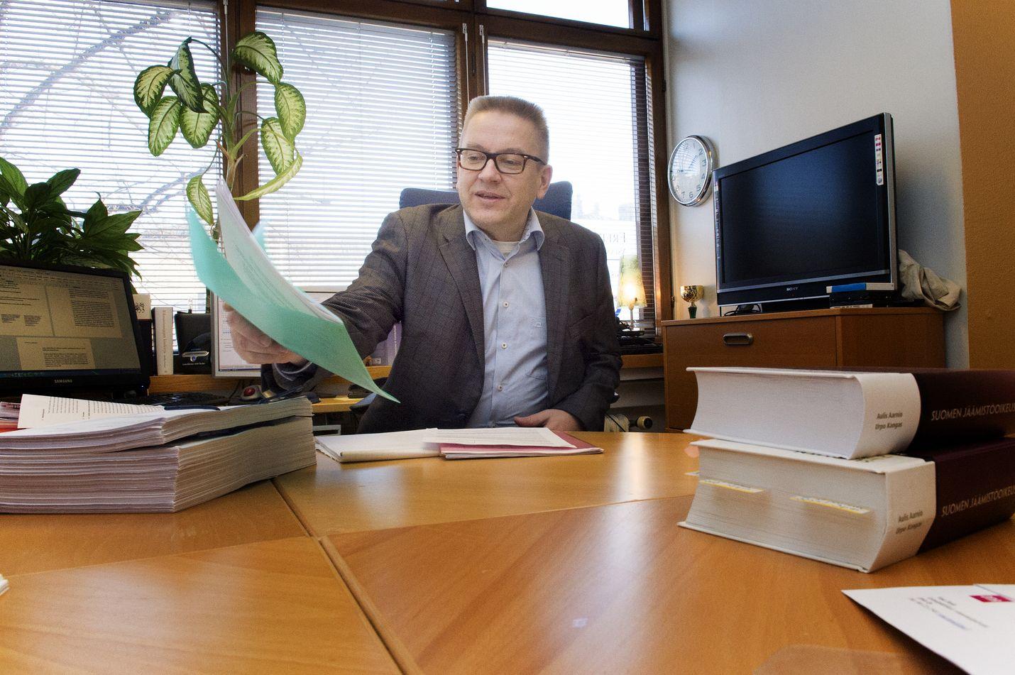 Helsinkiläinen asianajaja Markku Fredman palkittiin työstään perus- ja ihmisoikeuksien eteen.
