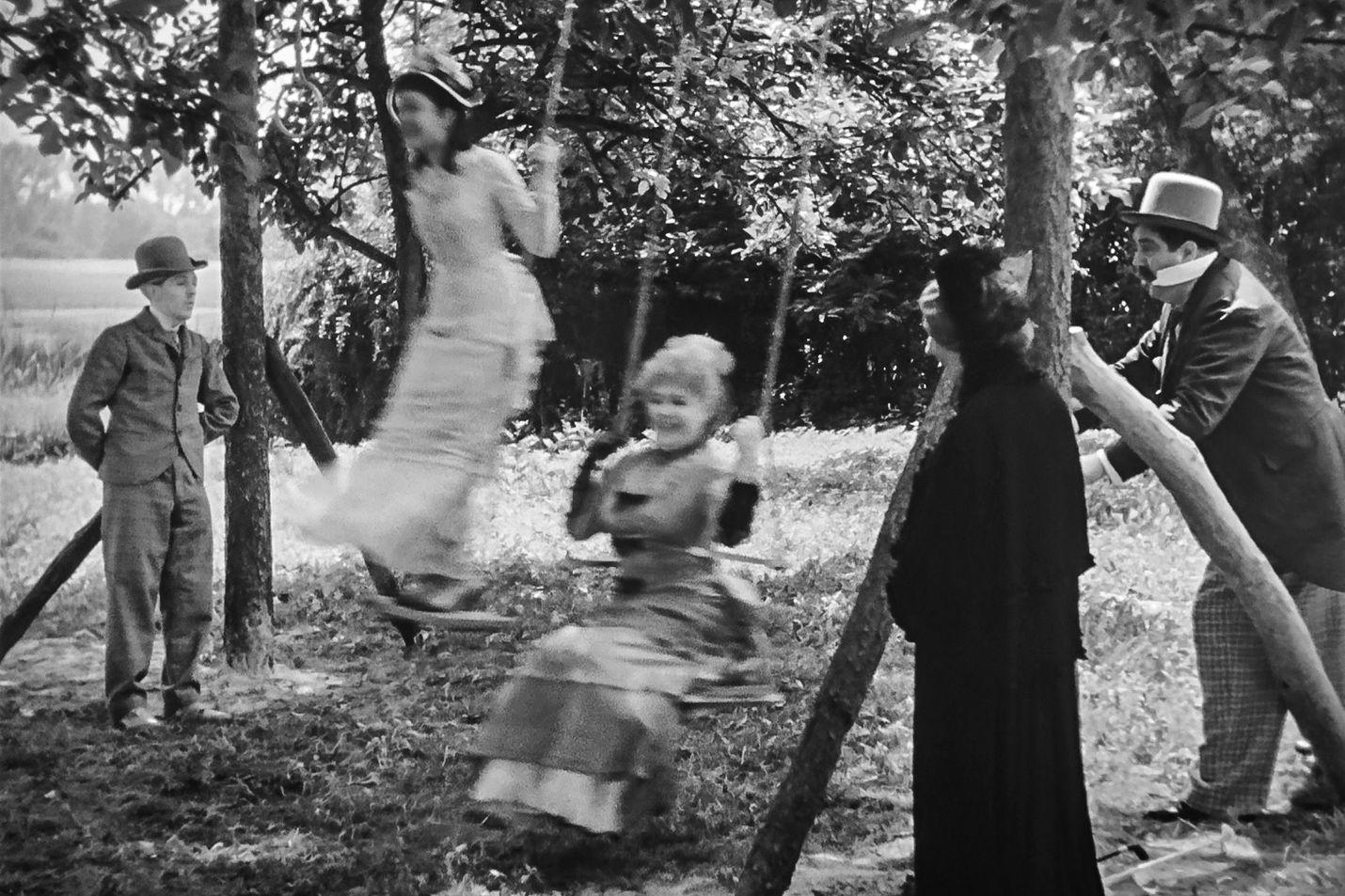 Ohjaaja Jean Renoirin lyhyeksi jäänyt mestariteos on kertomus päivän mittaisesta rakkaustarinasta, joka saa alkunsa pariisilaisperheen lähtiessä kesäpäivän viettoon maaseudulle.