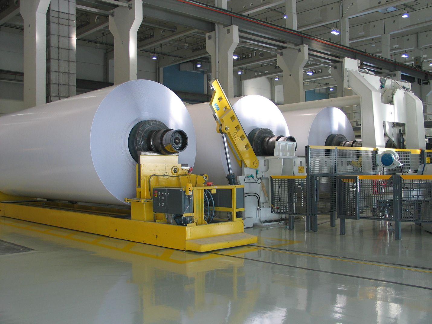 Tiistain yt-uutisten taustalla on paperin kysynnän heikentyminen. Kuvassa on paperikone Stora Enson Oulun tehtaalla.