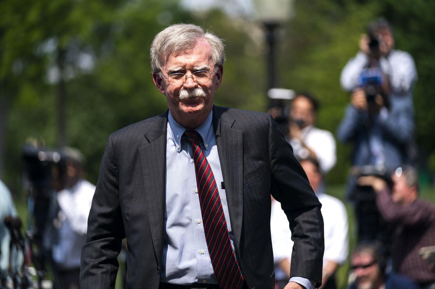 Kovan ulkopoliittisen linjan mies ja jopa sotahaukaksi sanottu John Bolton sai lähteä.
