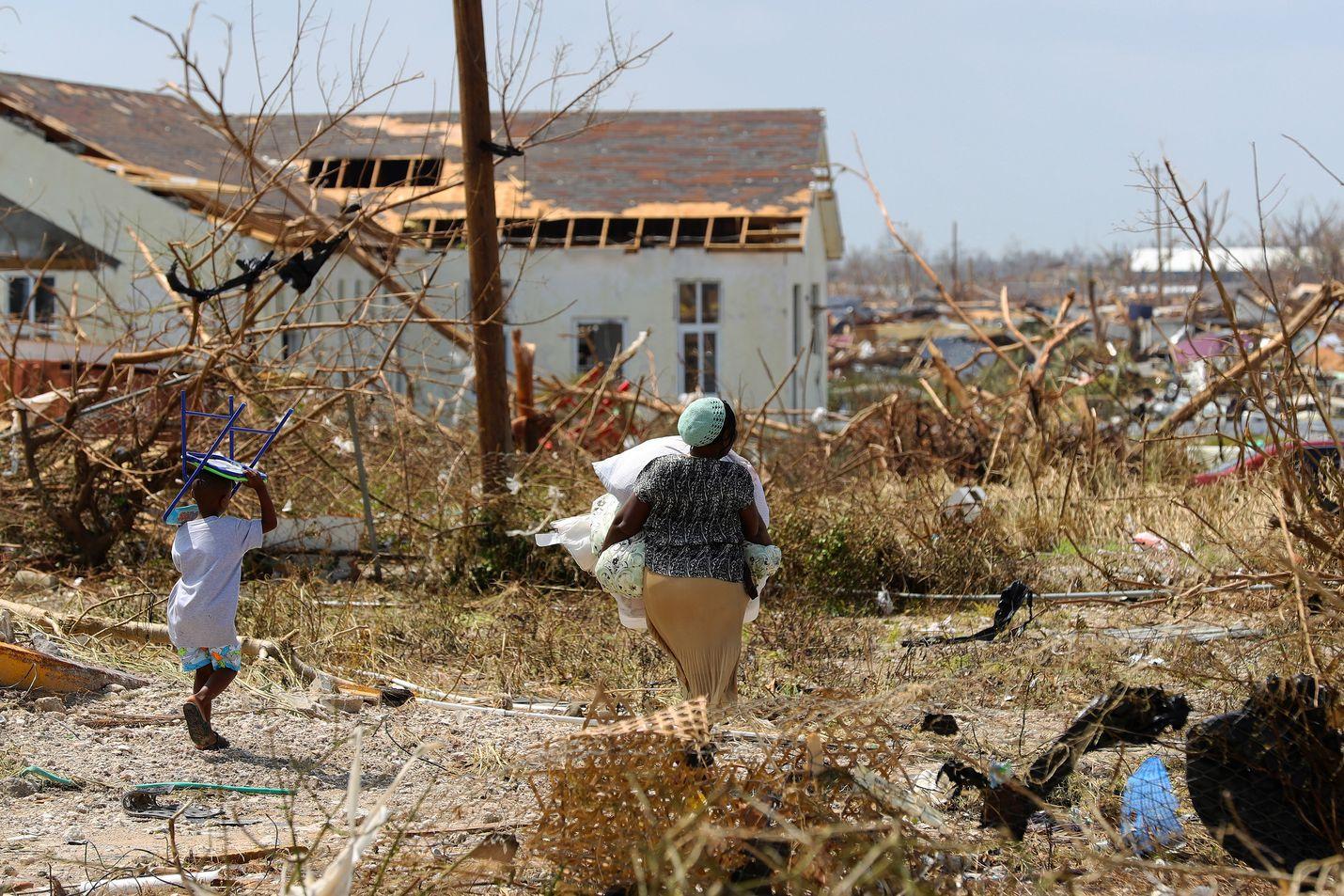 Humbertoksi nimetyn trooppisen myrskyn ennustetaan iskevän Bahama-saarten koillisosiin, osittain samoille alueille, missä syyskuun alussa raivosi Dorianiksi nimetty hurrikaani. Sen jälkiä vasta raivataan.