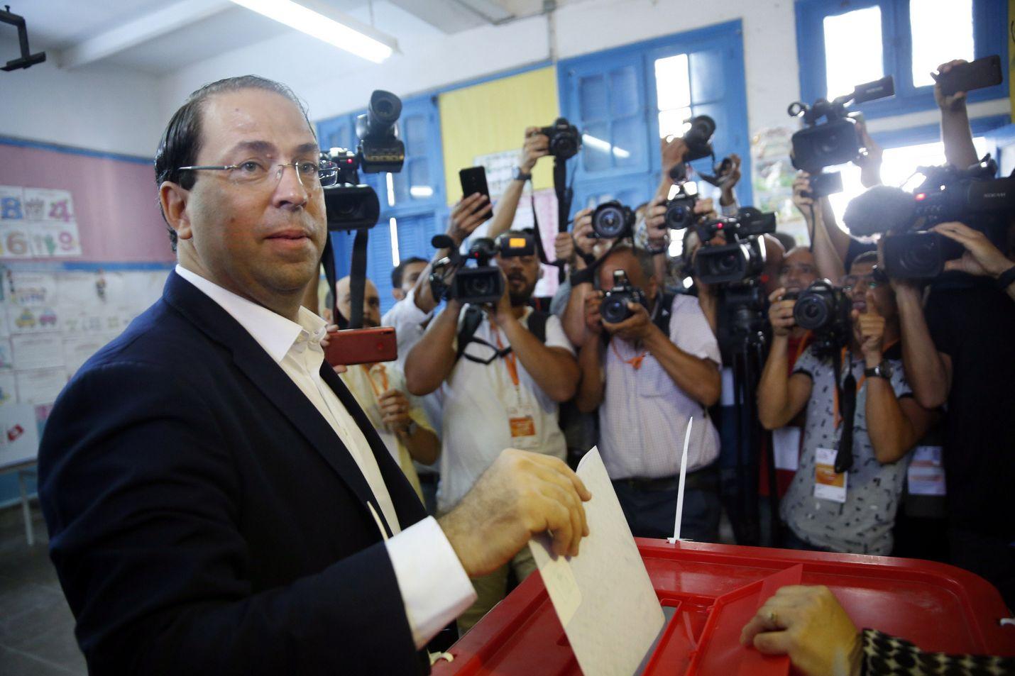 Tunisian pääministeri Youssef Chahdeh äänesti sunnuntaina vaalin ensimmäisellä kierroksella.