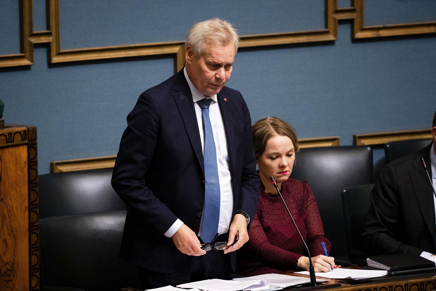 Vain viisi kuukautta vaaleista, ja pienituloisille eläkeläisille on tulossa ensimmäinen erä useamman vuoden kuluessa luvatusta sadasta eurosta, pääministeri Antti Rinne sanoi eduskunnassa tiistaina.
