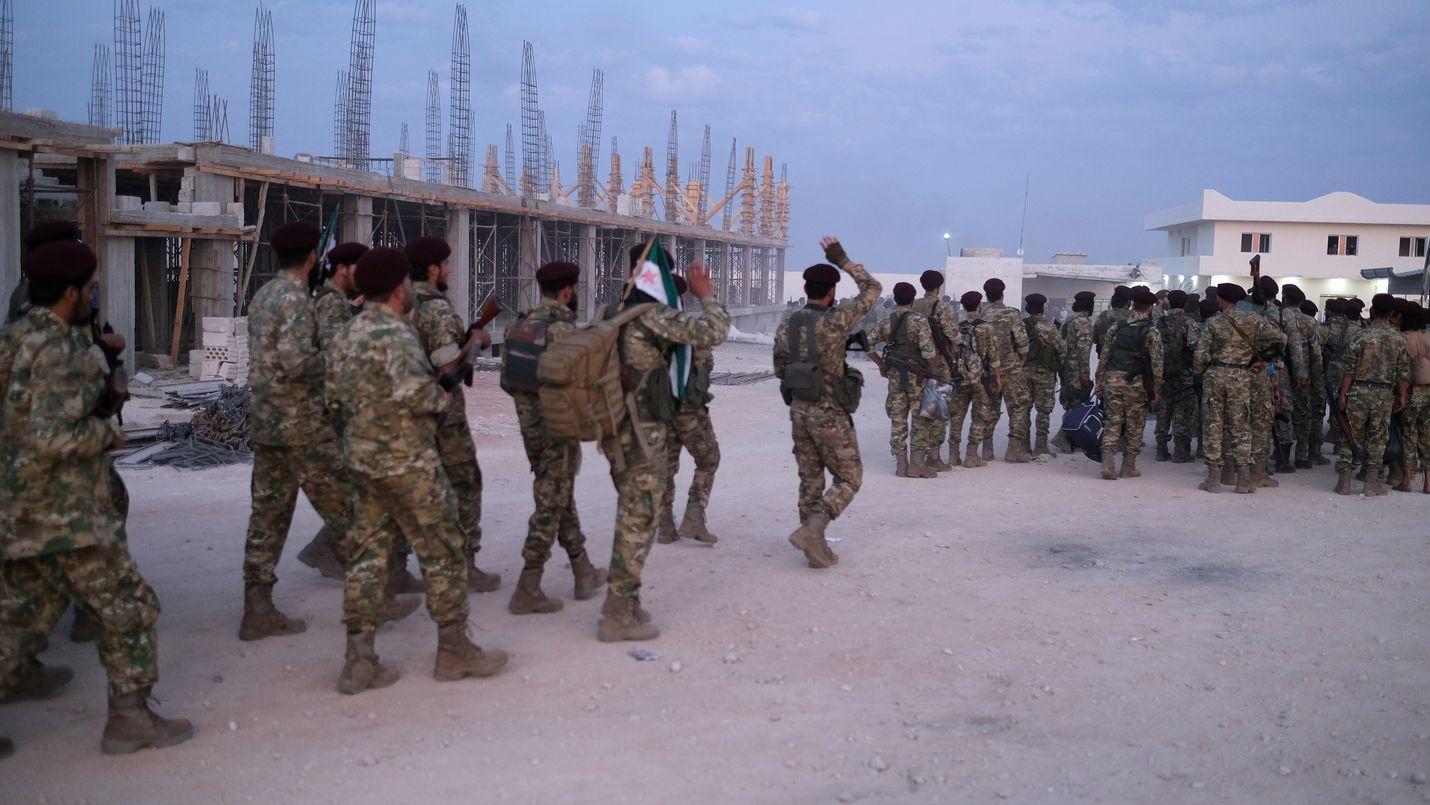 Turkki valmistautui tiistaina hyökkäykseen siirtämällä liittolaisjoukkojaan Pohjois-Syyrian kurdialueille.