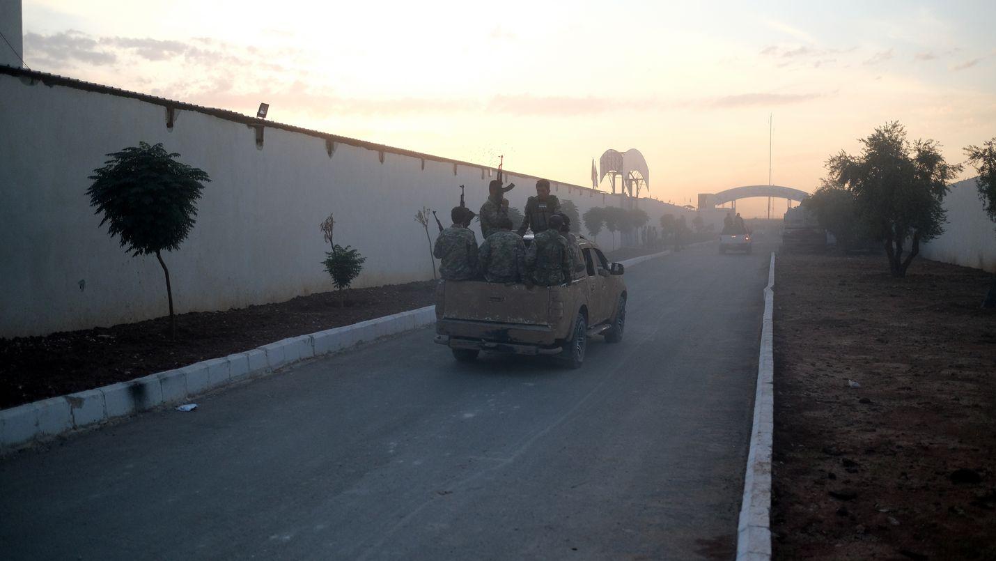 Turkin ja Syyrian välisellä raja-alueella on liikennöinyt raskaasta aseistettuja ajoneuvoja viime päivinä. Turkin hyökkäyksen Syyriaan uutisoitiin alkaneen keskiviikkona.