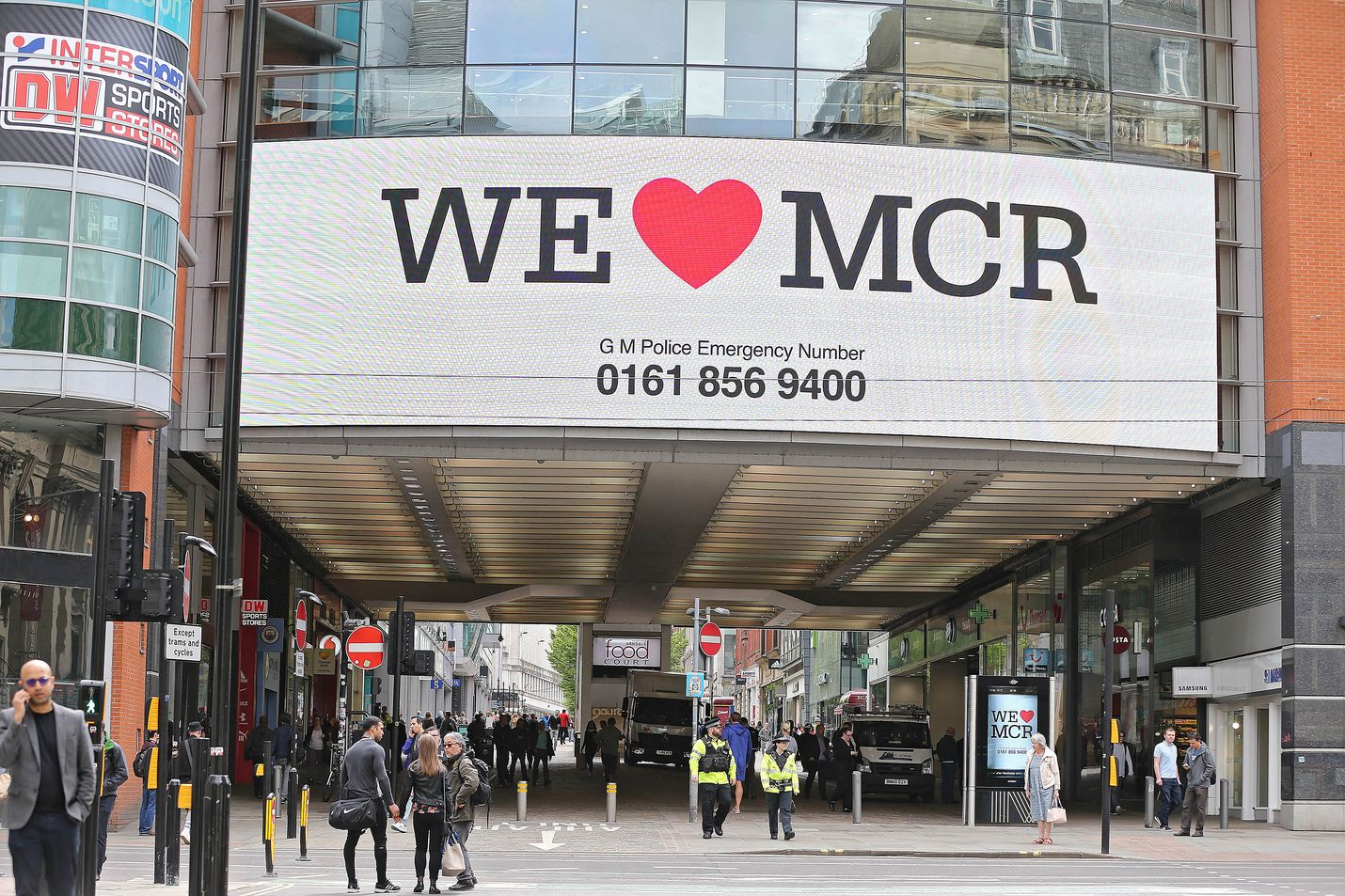 Puukotus sattui Arndale-ostoskeskuskessa Manchesterissa. Kuva on vuodelta 2017, jolloin sama keskus evakuoitiin räjähdyksen jälkeen