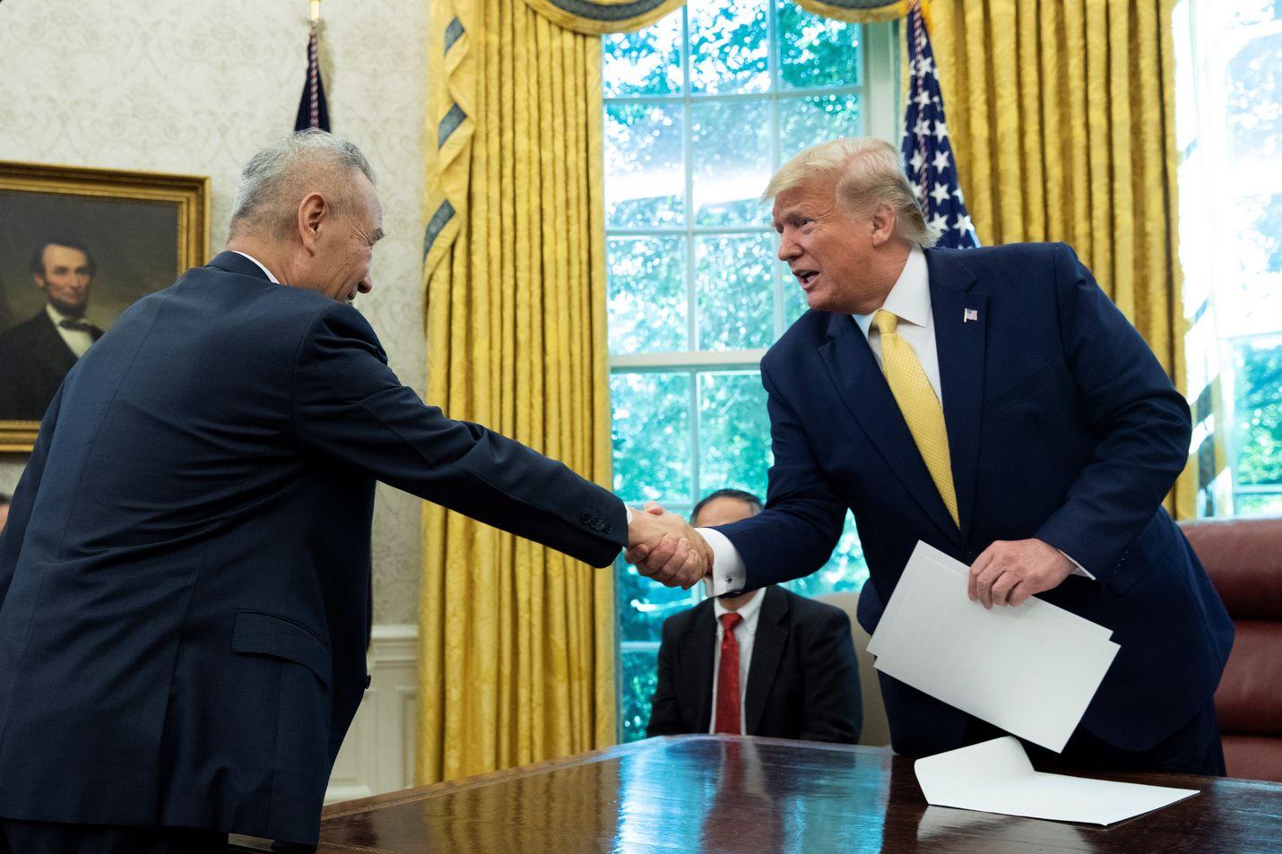Presidentti Donald Trump tapasi kauppaneuvotteluissa perjantaina Kiinan varapääministeri Liu Hen.