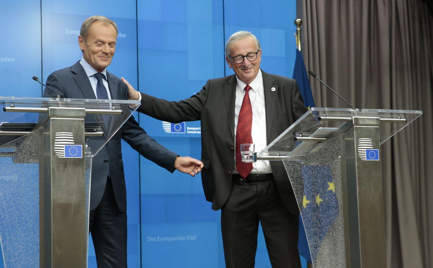 Eurooppa-neuvoston puheenjohtaja Donald Tusk (vas.) ja Euroopan parlamentin puheenjohtaja Jean-Claude Juncker.
