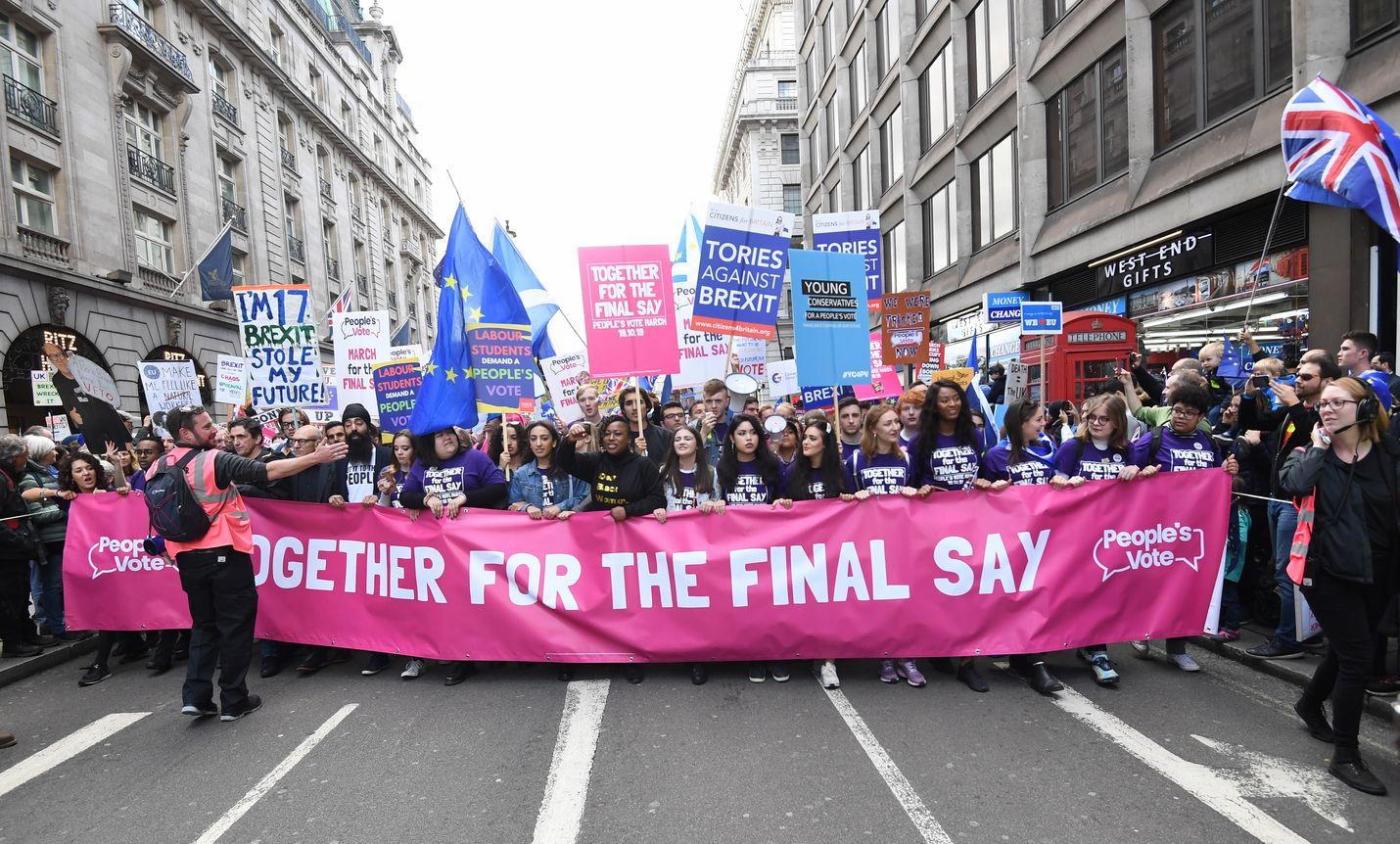 Samaan aikaan, kun Britannian parlamentti äänesti jälleen brexitistä, sadattuhannet ihmiset marssivat Lontoossa uuden kansanäänestyksen puolesta.