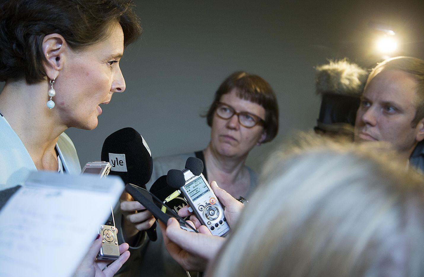 Suomi on yksi niistä harvoista maista, joissa rautateiden matkustajaliikennettä ei ole avattu kilpailulle. Keskustan mandaatilla operoinut liikenneministeri Anne Berner yritti muuttaa asetelmaa vauhdilla.