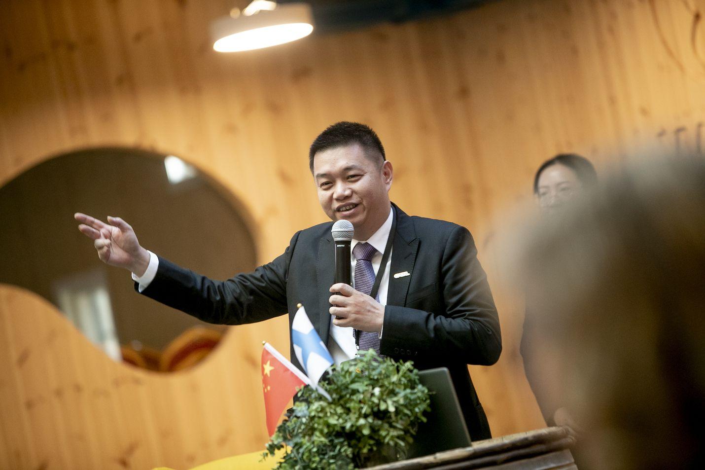 Kiinalaisen CATL:n energianvarastointiliiketoiminnan johtaja Tan Libin puhui Vaasassa torstaina. CATL on maailman suurimpia akkujen tuottajia.
