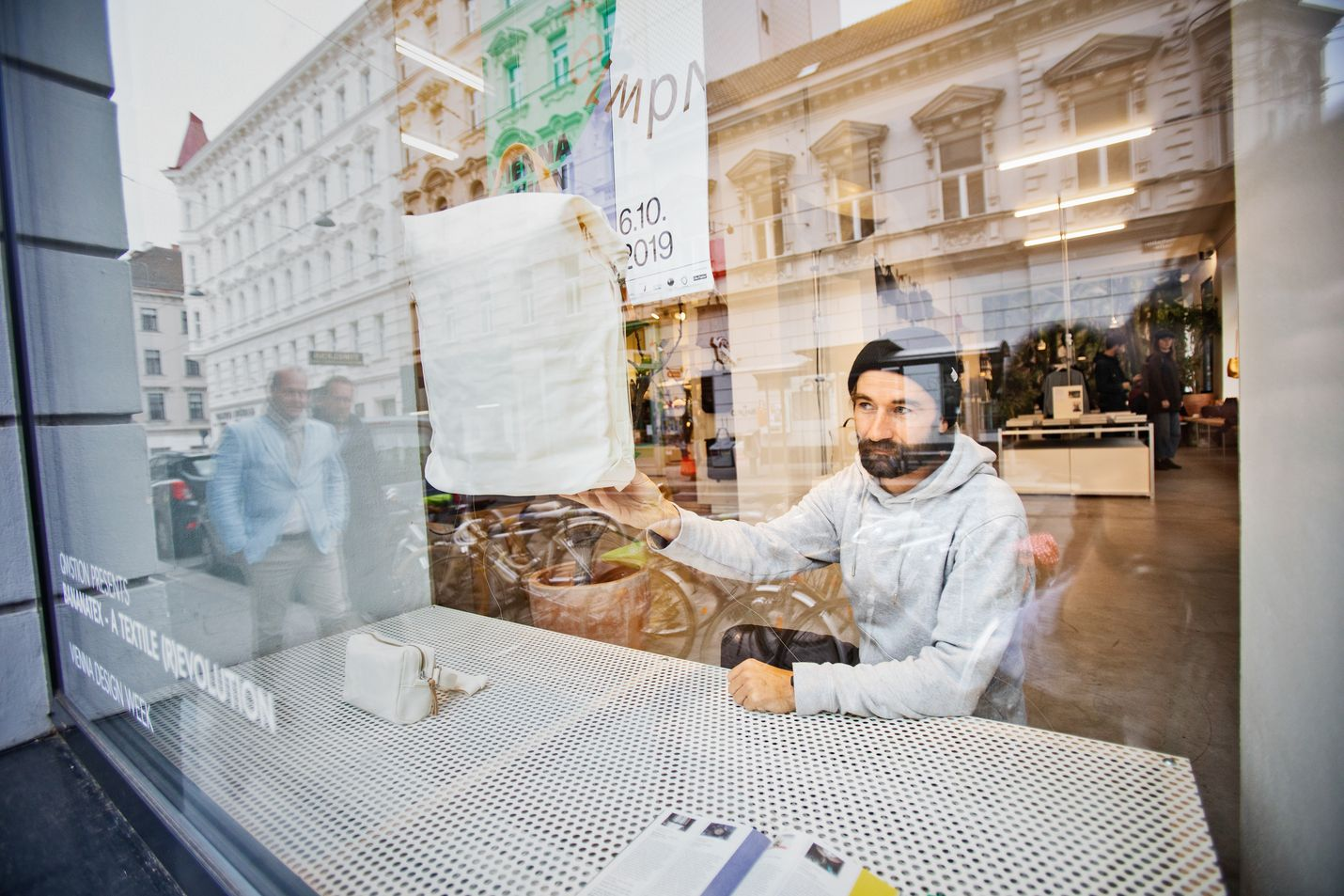 """""""Moni kaupunki voi olla matkailun näkökulmasta kiehtova ja jännittävä, mutta haluan kotipaikkani olevan vakaa ja turvallinen"""", sanoo wieniläinen yrittäjä Christian Huemer."""